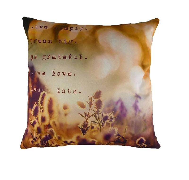 Подушка с принтом Dream BigКвадратные подушки<br>На нежной и мягкой подушке &amp;quot;DREAM BIG&amp;quot; из полиэстера очень хорошо спится. Размытый акварельный рисунок в горчично-фиолетовых тонах настраивает на сладкие грезы, а слова, написанные на подушке, станут таким замечательным девизом жизни. Живите в любви, будьте благодарны и смейтесь. И всегда мечтайте! Секрет счастья так прост – теперь вы о нем не забудете.<br><br>Material: Текстиль<br>Length см: 43<br>Width см: 43<br>Height см: 6