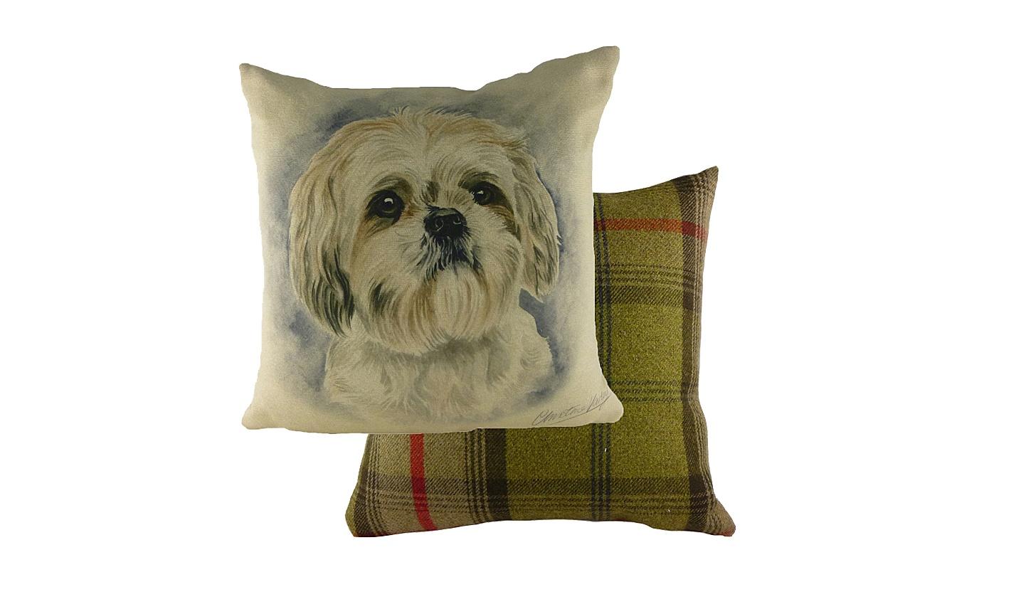 Подушка с принтом Waggydogs ShihtzuКвадратные подушки и наволочки<br>Диванная подушка &amp;amp;nbsp;&amp;quot;WAGGYDOGS SHIHTZU&amp;quot; – идеальное решение для тех, кто любит собак, Китай, Тибет и Будду. Ведь ши-тцу – не только одна из самых красивых, но и самых древних пород собак. По преданиям именно ши-тцу сопровождала Будду в пути, а при необходимости превращалась в огромного льва, его защищающего. Наша подушка в льва не превратится, но с ее помощью вы сможете погрузиться в нирвану &amp;amp;nbsp;– настолько она удобная и мягкая.&amp;amp;nbsp;<br><br>Material: Текстиль<br>Length см: 43<br>Width см: 43<br>Height см: 6