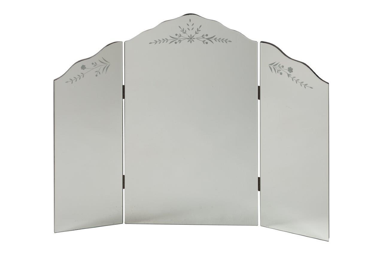 Зеркало PianoraНастенные зеркала<br>Трехстворчатое зеркало-трюмо Pianora — стильный предмет декора интерьера и безусловное его украшение. Оно будет удачно смотреться как в комнате с модной зеркальной мебелью, так и в любой другой обстановке. Изысканная рама, украшенная сверху легким растительным рисунком, придает аксессуару неповторимый и роскошный вид. Представьте себя перед этим роскошным зеркалом — и вы почувствуете, что оно обязательно должно быть в вашем доме. Сделайте себе — любимой — подарок!<br><br>Material: Стекло<br>Length см: 61<br>Depth см: 2,5<br>Height см: 76