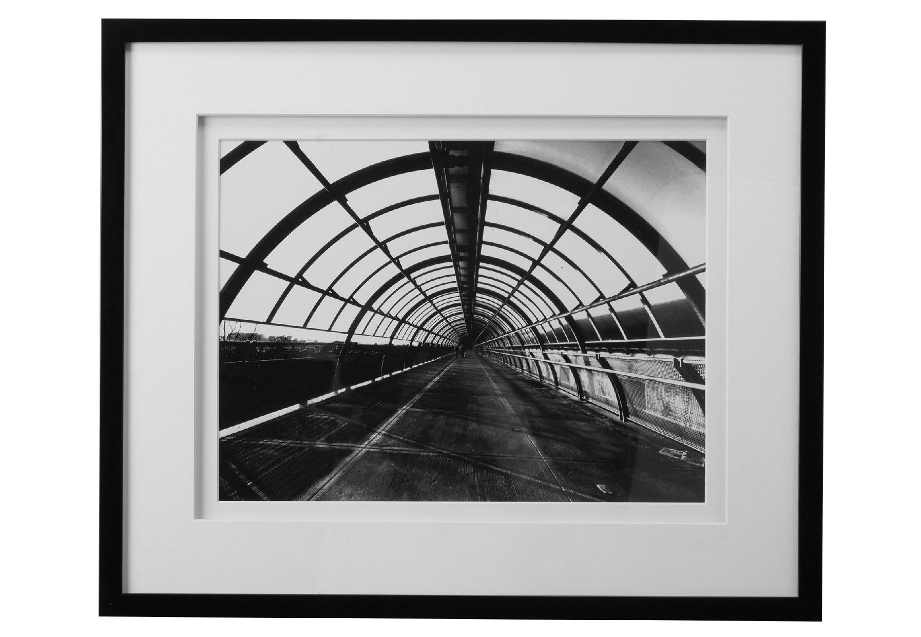 Постер с паспарту в рамеПостеры<br>Куда ведет этот туннель? Сможете ли в конце него увидеть долгожданный свет? Картина от MH позволит вам расширить границы своего восприятия. Всматриваясь в ее графичный черно-белый рисунок, вы сможете подумать о будущем и что-то решить для себя. Такой декор отлично подойдет для рабочего кабинета,где иногда нужно отвлекаться от дел.&amp;amp;nbsp;&amp;lt;div&amp;gt;&amp;lt;br&amp;gt;&amp;lt;/div&amp;gt;&amp;lt;div&amp;gt;Рама - дерево.&amp;lt;/div&amp;gt;<br><br>Material: Бумага<br>Width см: 58<br>Depth см: 3<br>Height см: 48