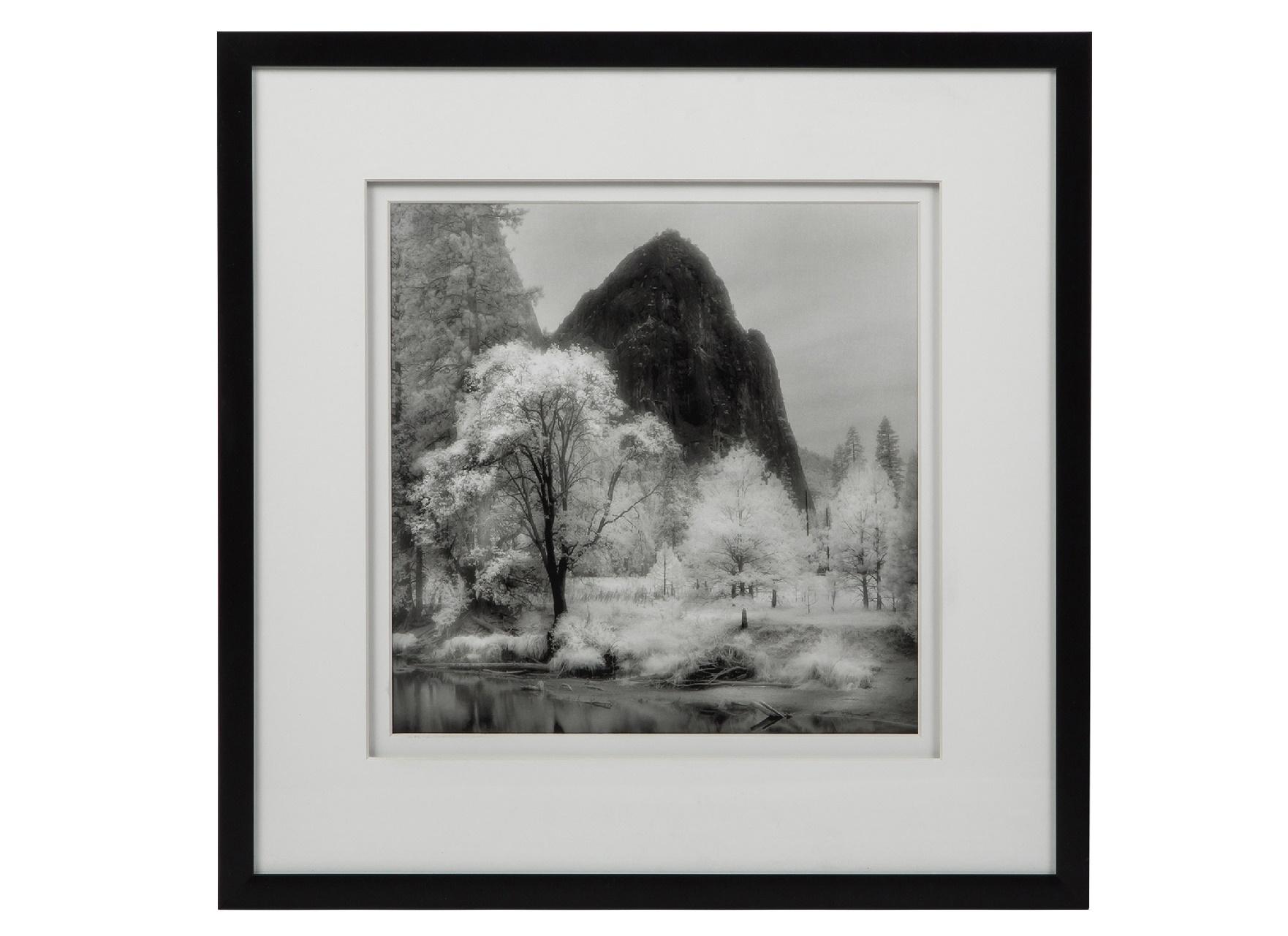 Постер с паспарту в раме MonolithicПостеры<br>&amp;quot;Monolithic&amp;quot; ? прекрасная картина, на которой, кажется, запечатлен настоящий рай. Рай для тех, кто любит находится в окружении великолепных пейзажей и предаваться мечтаниям. Постер с отличным качеством печати и классическим оформлением деревянной рамой понравится не только романтикам и фантазерам, но и ценителям элегантного декора.&amp;amp;nbsp;&amp;lt;div&amp;gt;&amp;lt;br&amp;gt;&amp;lt;/div&amp;gt;&amp;lt;div&amp;gt;Рама - дерево.&amp;lt;/div&amp;gt;<br><br>Material: Бумага<br>Width см: 48<br>Depth см: 3<br>Height см: 48