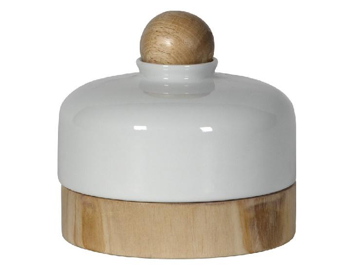 Шкатулка CanisterШкатулки<br>Благодаря оформлению в скандинавском стиле шкатулка смотрится просто — такая подойдет и для классического кабинета, и для современного офиса. А глянцевая белая крышка округлой формы, дополненная элементами из натурального дерева, добавляет контрастный шарм.<br><br>Material: Керамика<br>Height см: 16<br>Diameter см: 16