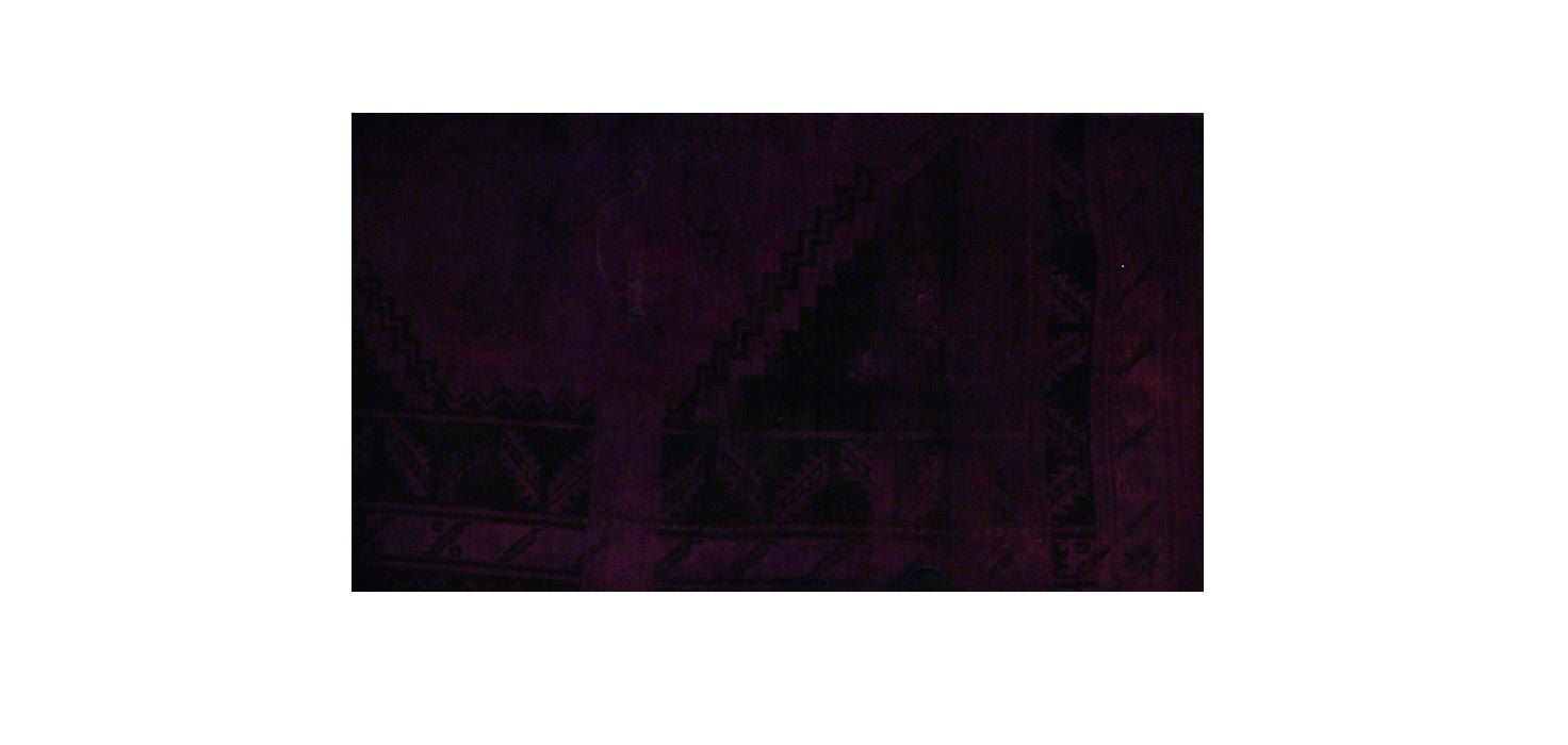 Ковер DECOLORIZEDПрямоугольные ковры<br>Уникальная техника изготовления ковра &amp;quot;Decolorized&amp;quot; позволяет ему выглядеть столь необычно. Он кропотливо создается вручную из цветных нитей, после чего подвергается процессу обесцвечивания. Последующая обработка декора монохромными растительными красками рождает причудливые сочетания смелых и классических тонов. Именно эти узоры придают ковру неповторимый облик, способный отлично вписаться в любые оригинальные интерьеры типа лофта или эклектики.<br><br>Material: Шерсть<br>Ширина см: 2<br>Высота см: 149