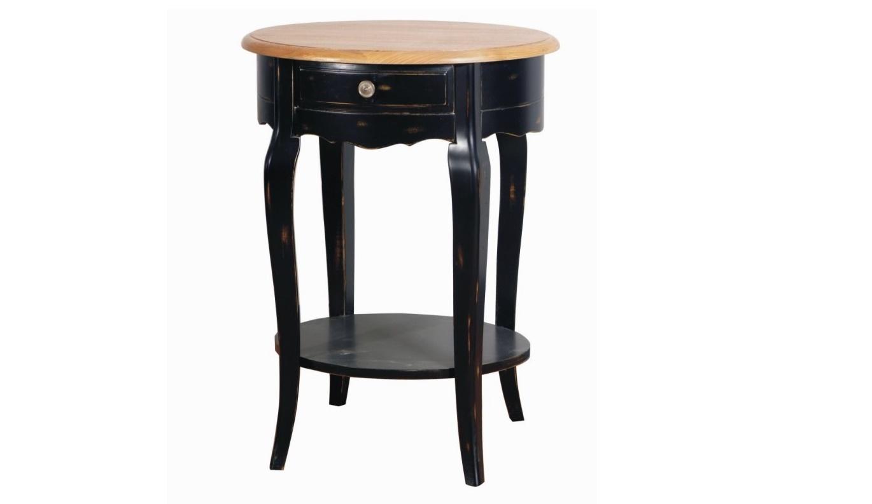 Приставной столикПриставные столики<br>Приставной столик от Mobilier-M создан под вдохновением от великолепия прованской мебели. Изящный силуэт, навеянный роскошью классического французского стиля, не смотрится вычурно благодаря скромной отделке. Она строится лишь на смешении контрастных цветов, необычных для провинциального стиля. Эффектная черная гамма позволяет в полной мере раскрыться скромной элегантности этого стола, способного отлично вписаться в уютную загородную гостиную.<br><br>Material: Дерево<br>Length см: 55<br>Width см: 43<br>Height см: 72