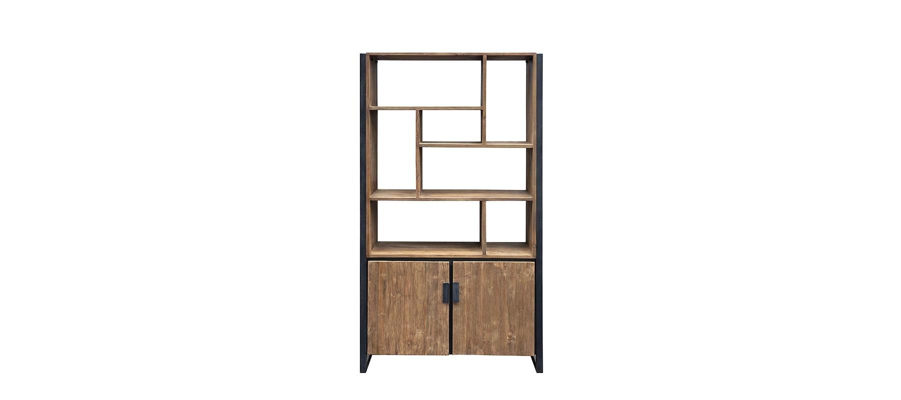 Стеллаж FendyСтеллажи и этажерки<br>Необработанная древесина в сочетании с металлом создает брутальный, полный спокойствия облик. Железная &amp;quot;рама&amp;quot; будто сдерживает красоту натурального тика. Так рождается элегантный силуэт, подходящий для лофта. Асимметрично расположенные полки придают оригинальность аскетичному дизайну, основанному на естественной красоте природных материалов.<br><br>Material: Тик<br>Ширина см: 110<br>Высота см: 190<br>Глубина см: 35