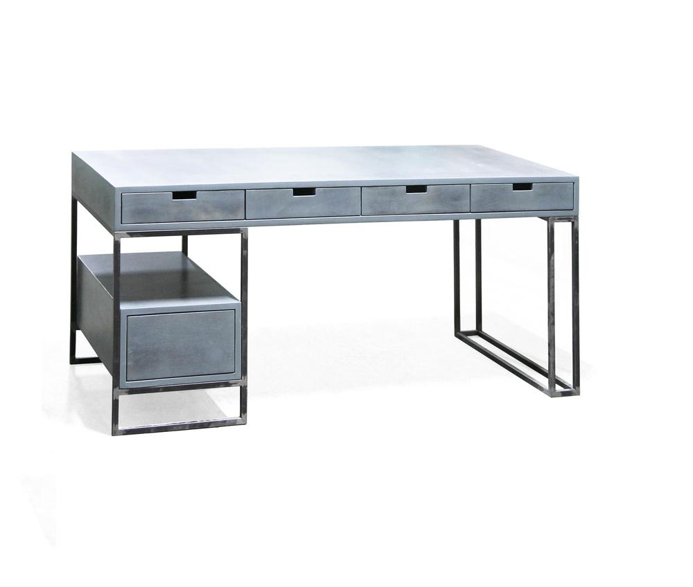 Стол БОКСЕРПисьменные столы<br>&amp;lt;div&amp;gt;Брутальный стол из стали и березовой фанеры выдержан в нейтральной стилистике лофта. Внешность его напоминает складской стеллаж, в основе которого используется металлический каркас. Вытянутая столешница удобно расположит компьютер и периферийные устройства, а бумаги и мелочи можно скрыть в выдвижных ящиках. &amp;quot;Боксер&amp;quot; подойдет и для офиса, так и для квартиры.&amp;lt;/div&amp;gt;&amp;lt;div&amp;gt;&amp;lt;br&amp;gt;&amp;lt;/div&amp;gt;Материалы: березовая фанера, колерованый водный лак, профильная труба 20х20мм&amp;lt;div&amp;gt;&amp;lt;br&amp;gt;&amp;lt;/div&amp;gt;&amp;lt;div&amp;gt;&amp;lt;div&amp;gt;1700 x 900 мм h = 920 мм (+3 600p.)&amp;lt;/div&amp;gt;&amp;lt;div&amp;gt;количество ящиков: 4 (с одной стороны)&amp;lt;/div&amp;gt;&amp;lt;div&amp;gt;8 (с двух сторон) (+8 000p.)&amp;lt;/div&amp;gt;&amp;lt;div&amp;gt;&amp;lt;br&amp;gt;&amp;lt;/div&amp;gt;&amp;lt;div&amp;gt;отделка дерева:натуральна?я фанера под лаком, черный, белый, винтажный черный, винтажный серый, винтажный синий, жженое дерево.&amp;lt;/div&amp;gt;&amp;lt;div&amp;gt;&amp;lt;br&amp;gt;&amp;lt;/div&amp;gt;&amp;lt;div&amp;gt;цвет металла:натуральны?й цвет черного металла под матовым лаком,черный, белый, серый, красный, розовый, оранжевый, желтый, зеленый, голубой, синий, фиолетовый.&amp;lt;/div&amp;gt;&amp;lt;/div&amp;gt;<br><br>Material: Береза<br>Ширина см: 170<br>Высота см: 76<br>Глубина см: 80