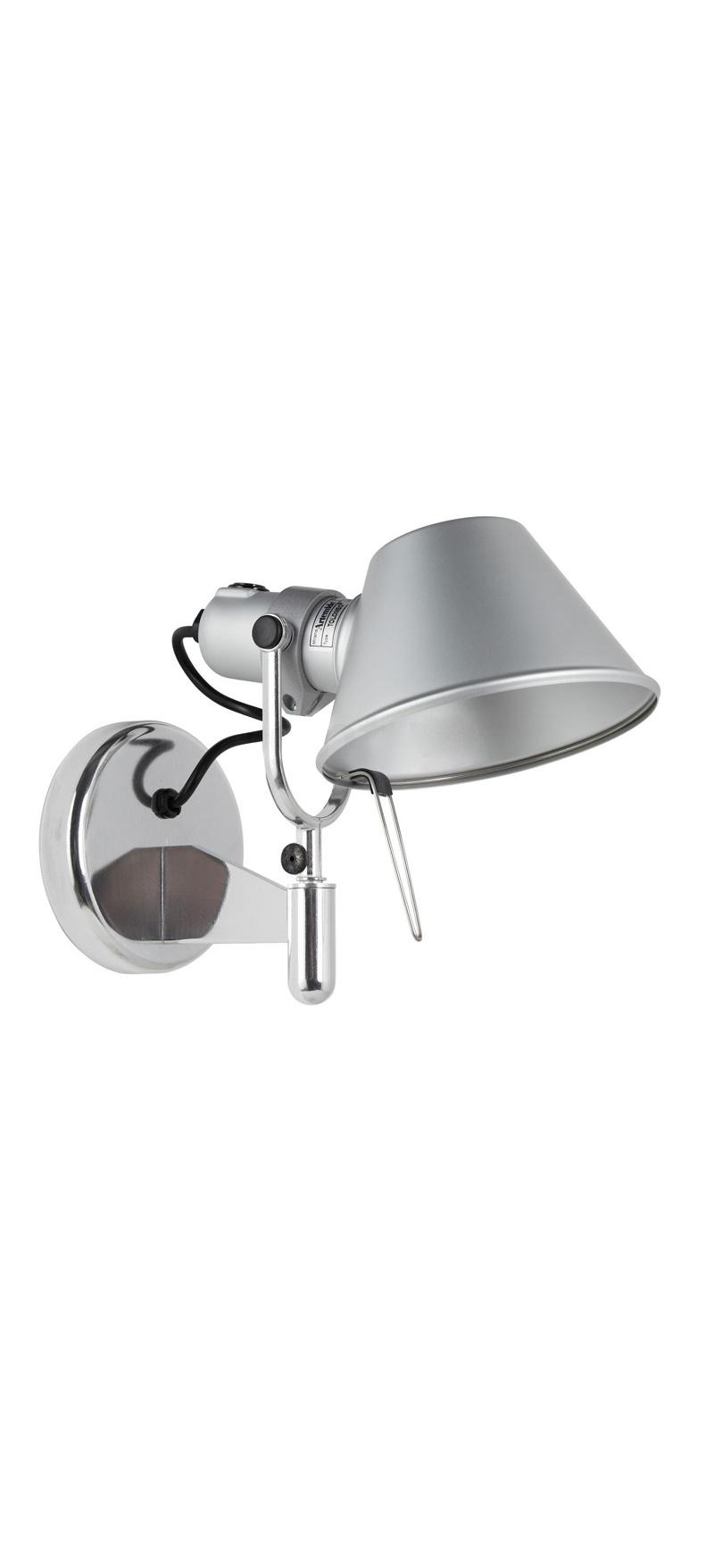 Настенный светильник Tolomeo faretto haloБра<br>&amp;lt;div&amp;gt;Tolomeo – культовый предмет конца 1980-х годов. Именно тогда дизайнеры Микеле Де Луччи и Джанкарло Фассина в творческом тандеме придумали настольную лампу для Artemide. Настенный светильник Faretto не менее популярен своего предшественника. Модель выполнена из полированного и анодированного алюминия. Благодаря чему достигнуто необычное сочетание блестящей и матовой поверхностей. Такая вещь как нельзя лучше подойдет контрастному стилю лофт. &amp;amp;nbsp; &amp;amp;nbsp;&amp;amp;nbsp;&amp;lt;br&amp;gt;&amp;lt;/div&amp;gt;&amp;lt;div&amp;gt;&amp;lt;br&amp;gt;&amp;lt;/div&amp;gt;&amp;lt;div&amp;gt;Количество лампочек: 1&amp;lt;/div&amp;gt;&amp;lt;div&amp;gt;Мощность: 1 x 100 Вт&amp;lt;/div&amp;gt;&amp;lt;div&amp;gt;Тип лампы: галогенная, E27&amp;lt;/div&amp;gt;<br><br>Material: Металл<br>Depth см: 28<br>Height см: 23