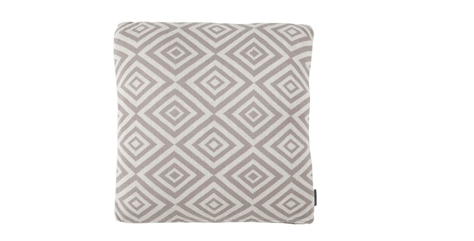 Подушка Pillow CurtisКвадратные подушки<br>Подушка от бренда Eichholtz выполнена в традиционном скандинавском стиле. Нордический узор в интерьерах стран Северной Европы – не просто дань моде. Скорее, это попытка привнести в помещение тепло и уют. Pillow Curtis воплощает собой полную гармонию. Сочетание простых геометрических форм, мягкая цветовая палитра добавят в пространство эстетичности и комфорта.&amp;amp;nbsp;<br><br>Material: Текстиль<br>Width см: 50<br>Height см: 50