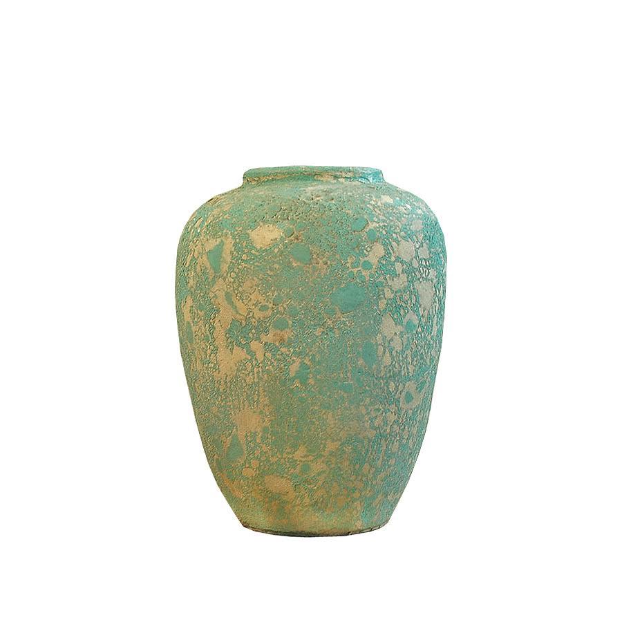 Ваза Getong B-MntctВазы<br>Оформление этой вазы вдохновлено великолепием самой природы. Ее поверхность выглядит как морские волны, отражающие в себе отблески летнего закатного солнца. Благодаря таким ассоциациям весь облик оригинального декора наполняется теплом, которое усиливается очарованием натурального тика. Естественная красота и уют, заключенные в дизайне &amp;quot;Getong B-Mntct&amp;quot;, послужат лучшим дополнением для прованских интерьеров.<br><br>Material: Тик<br>Length см: 35<br>Width см: 22<br>Height см: 22