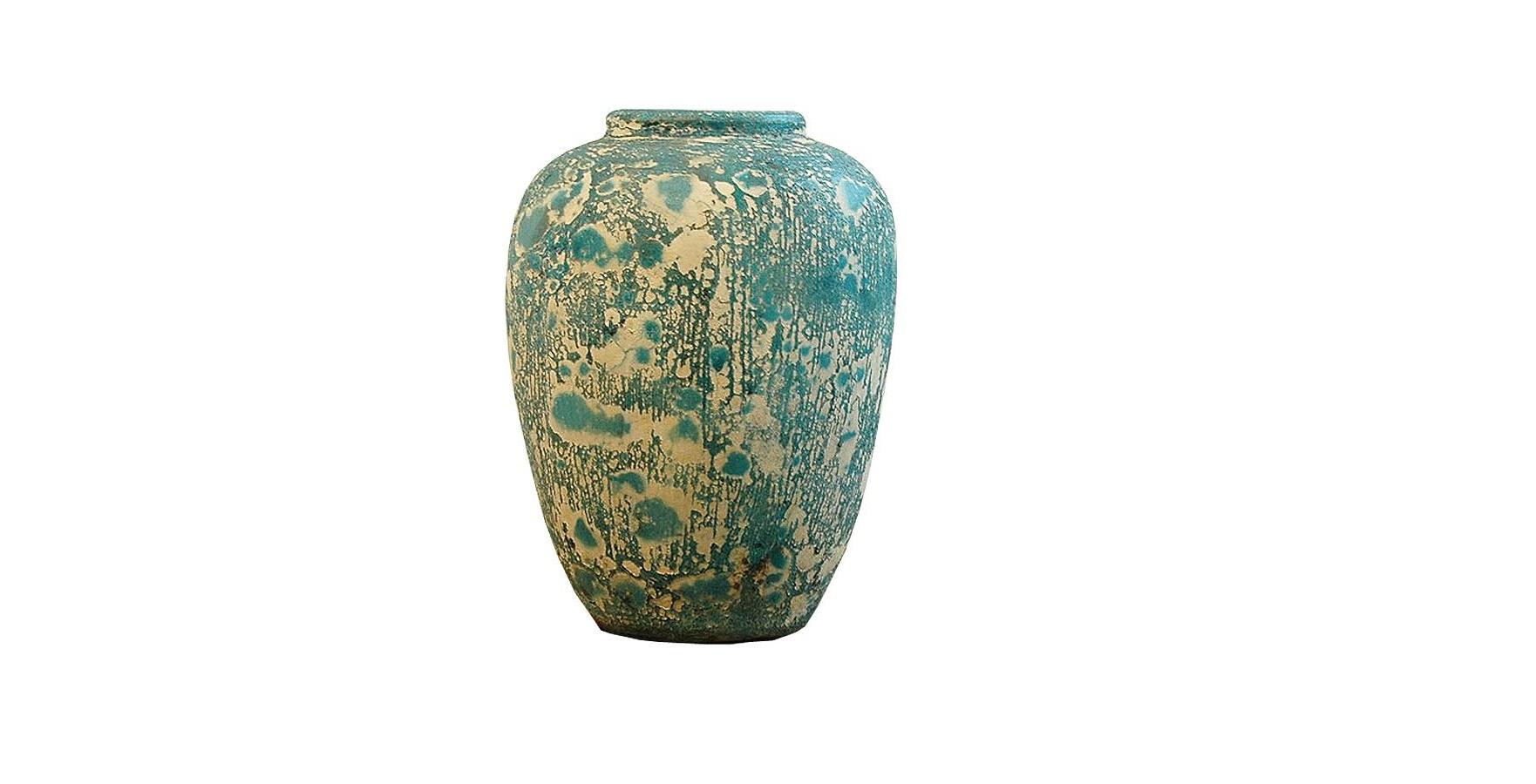 Ваза Getong B-MtВазы<br>&amp;quot;Getong B-Mt&amp;quot; ? предмет декора, который позволит лету навсегда поселиться в вашем доме. Бирюзовый цвет, ассоциирующийся с морем, доминирует в его оригинальной отделке, а сквозь загадочные узоры проглядывает натуральный тик. Естественная красота природы, которая нашла свое выражение в дизайне этой вазы, прекрасно впишется в прованские интерьеры.<br><br>Material: Тик<br>Length см: 35<br>Width см: 22<br>Height см: 22