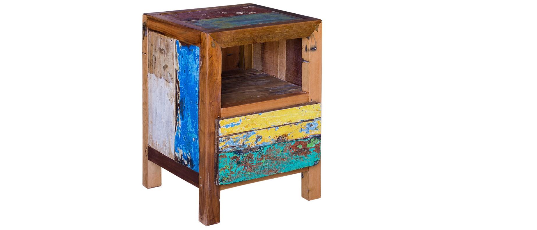Прикроватная тумба Фон ТизПрикроватные тумбы<br>Аккуратная и миниатюрная, эта тумба выглядит очень мило. Она привлекает внимание не только простым силуэтом, но и оригинальной отделкой. Последняя создана не дизайнерами, а талантливым тандемом природы и времени. Для изготовления этой тумбы использована корабельная древесина индонезийских рыбацких лодок. Отслужив от 20 до 40 лет, она получила такой интересный облик, полный винтажного очарования. Теперь привнести его в оформление спальни будет невероятно легко.&amp;lt;div&amp;gt;&amp;lt;br&amp;gt;&amp;lt;/div&amp;gt;&amp;lt;div&amp;gt;Имеет 1 открывающуюся дверцу, 1 полку внутри и 1 открытую полку.&amp;lt;/div&amp;gt;&amp;lt;div&amp;gt;Подходит для использования как внутри помещения, так и снаружи.&amp;lt;/div&amp;gt;&amp;lt;div&amp;gt;Сборка не требуется.&amp;lt;/div&amp;gt;&amp;lt;div&amp;gt;Страна производитель - Индонезия.&amp;lt;/div&amp;gt;<br><br>Material: Тик<br>Ширина см: 60<br>Высота см: 40