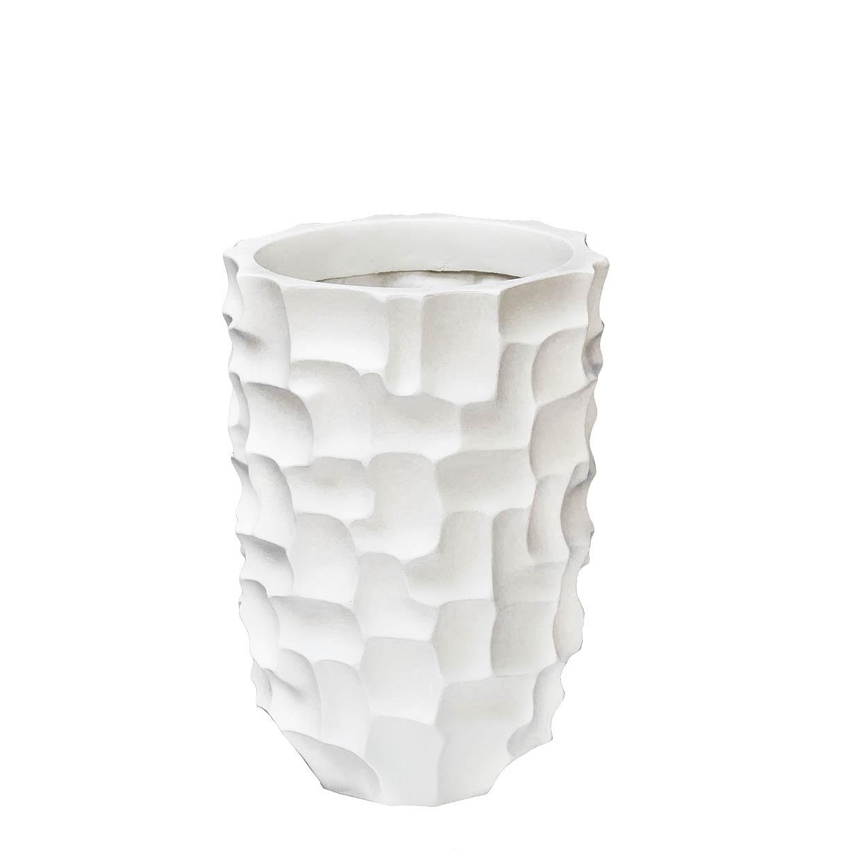 КашпоКашпо и аксессуары для цветов<br>Белое кашпо от Garda Decor — скульптурная импровизация в предмете декора. Абстрактную поверхность образуют будто кусочки пазла — миниатюрные геометрические фигуры, выложенные в затейливый узор. Белый цвет гармонично выглядит в любой обстановке. Кашпо идеально дополнит интерьеры в сдержанных тонах.<br><br>Material: Керамика<br>Width см: 32<br>Depth см: 32<br>Height см: 47