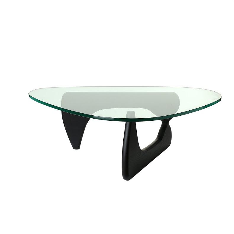 Кофейный столик Isamu NoguchiКофейные столики<br>&amp;lt;div&amp;gt;&amp;lt;span style=&amp;quot;line-height: 1.78571;&amp;quot;&amp;gt;Этот изящный кофейный столик создан в 1944 году по заказу директора нью-йоркского Музея современного искусства. Исаму Ногичи, американский скульптор с японскими корнями, считал его своим главным предметом мебели.&amp;amp;nbsp;&amp;lt;/span&amp;gt;&amp;lt;span style=&amp;quot;line-height: 1.78571;&amp;quot;&amp;gt;Подножье кофейного столика напоминают биоморфные скульптуры, которые были популярны в 50-е годы прошлого века. Столешница из закаленного 19 мм. стекла образует единую скульптурную группу с асимметричным основанием из дерева. Этот столик сможет стать самым красивым предметом вашей гостиной.&amp;lt;/span&amp;gt;&amp;lt;/div&amp;gt;<br><br>Material: Стекло<br>Width см: 126<br>Height см: 40<br>Diameter см: 90