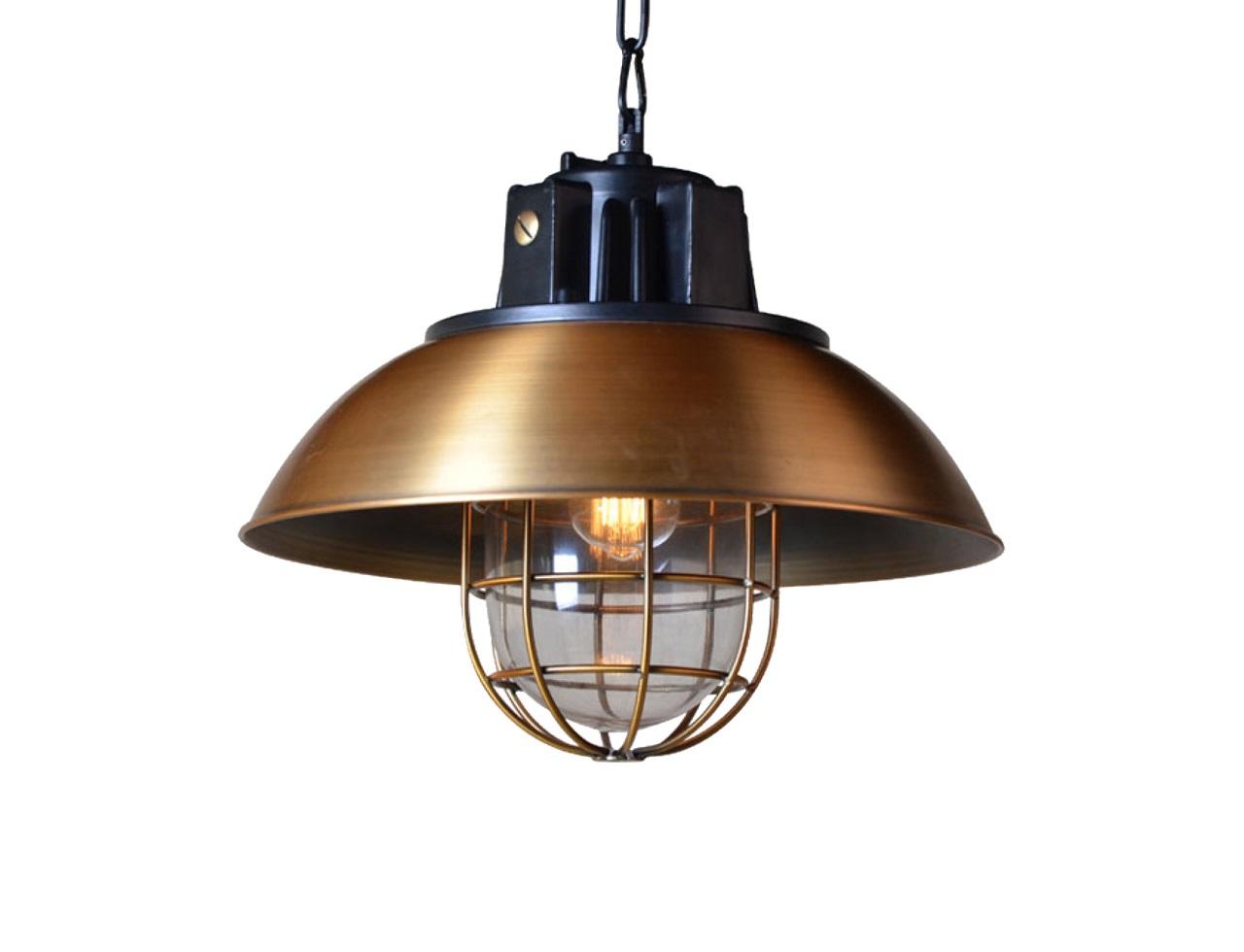 Люстра Astor ChandelierПодвесные светильники<br>&amp;quot;Astor Chandelier&amp;quot; ? светильник, оформление которого наполнено винтажным очарованием. Плафон, выполненный из металла с эффектом состаренной латуни, превосходно передает шарм промышленного стиля, достигшего пика популярности в середине XX века. Строгость и брутальность, присущие этому дизайну, выражаются в выверенности аскетичных пропорций. Такие формы великолепно будут выглядеть на оригинальной кухне в сочетании со старинной плитой и медной посудой.&amp;lt;div&amp;gt;&amp;lt;br&amp;gt;&amp;lt;div&amp;gt;Подвесной светильник выполнен из металла цвета затемненная латунь.&amp;lt;/div&amp;gt;&amp;lt;div&amp;gt;Лампа располагается под декоративной решеткой.&amp;lt;/div&amp;gt;&amp;lt;div&amp;gt;Высота светильника регулируется.&amp;lt;/div&amp;gt;&amp;lt;div&amp;gt;Цоколь: E27&amp;lt;/div&amp;gt;&amp;lt;div&amp;gt;Мощность: 40W&amp;lt;/div&amp;gt;&amp;lt;div&amp;gt;Количество ламп: 1&amp;lt;/div&amp;gt;&amp;lt;div&amp;gt;Лампа в комплект не входит&amp;lt;/div&amp;gt;&amp;lt;/div&amp;gt;<br><br>Material: Металл<br>Height см: 41<br>Diameter см: 44