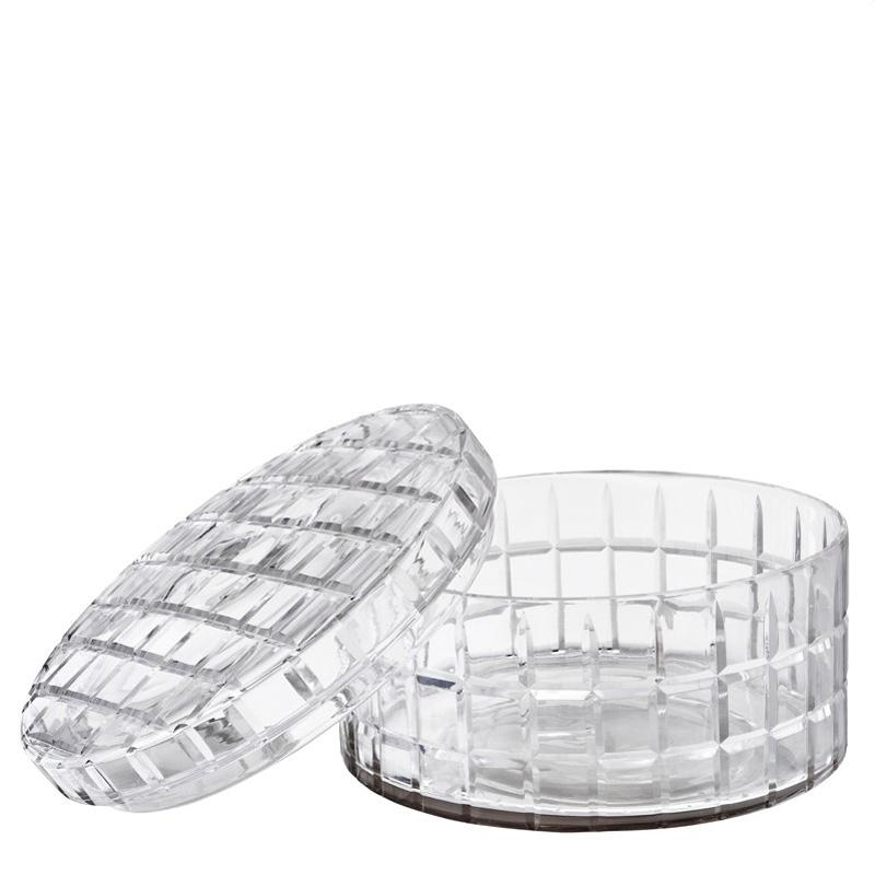 Вазочка для фруктовЕмкости для хранения<br>Такая ваза ? отличная деталь для интерьера кабинета, столовой или гостиной в стиле американкой буржуазии. Низкий цилиндр из прозрачного стекла в любом цветовом оформлении смотрится уместно. Интересная фактура, основывающаяся на правильных пропорциях квадрата, делает облик оригинальным. Она позволяет декору выглядеть не только утонченно, но и притягательно. Внешний вид находящихся в вазе сладостей или фруктов заметно улучшается и обретает больше великолепия.&amp;lt;div&amp;gt;&amp;lt;br&amp;gt;&amp;lt;/div&amp;gt;&amp;lt;div&amp;gt;Вазочка большого размера для фруктов, конфет со съемной крышкой из коллекции Box Rocabar.&amp;lt;/div&amp;gt;<br><br>Material: Стекло<br>Height см: 25,5<br>Diameter см: 14,5