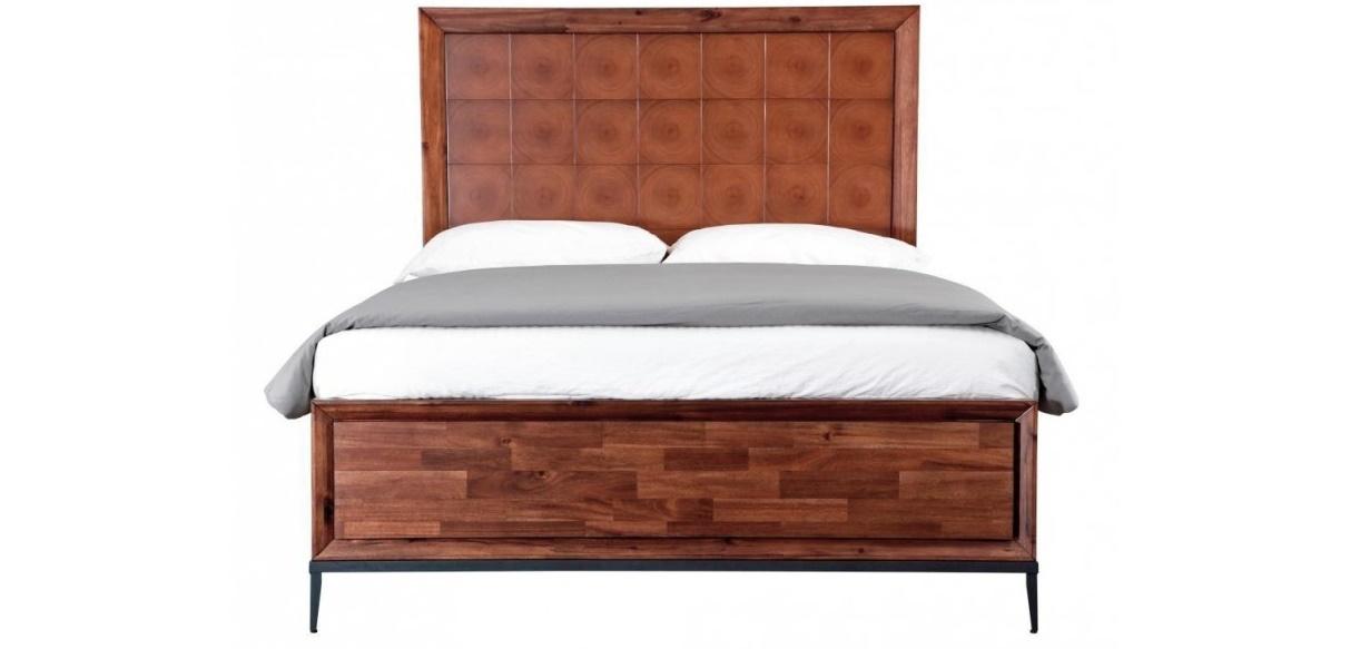 Кровать EmersonДеревянные кровати<br>&amp;lt;div&amp;gt;Широкая деревянная кровать — хороший способ сделать спальное ложе не подвластным времени. Кровать из массива&amp;amp;nbsp;&amp;quot;Emerson&amp;quot; не потеряет своего лоска спустя много лет. Деревянный каркас оригинально декорирован: изголовье украшает панно из годовых колец, а торцевая планка оформлена под паркетную доску.&amp;lt;/div&amp;gt;&amp;lt;div&amp;gt;&amp;lt;br&amp;gt;&amp;lt;/div&amp;gt;Ламели входят в комплект&amp;lt;div&amp;gt;Размер спального места:&amp;lt;span class=&amp;quot;Apple-tab-span&amp;quot; style=&amp;quot;white-space:pre&amp;quot;&amp;gt;&amp;lt;/span&amp;gt;160*200&amp;lt;br&amp;gt;&amp;lt;/div&amp;gt;<br><br>Material: Тополь<br>Width см: 157<br>Depth см: 200<br>Height см: 149