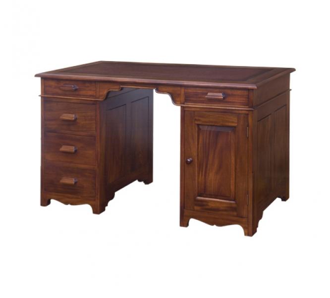 Стол письменныйПисьменные столы<br>Такой стол станет отличным акцентом в кабинете руководителя. Силуэт строгих форм гармонично впишется в классические пространства, наполнив их роскошной элегантностью. Минимальная отделка красного дерева выступит деталью, способной подчеркнуть статусность и успешность своего владельца. Дорогой и рафинированный вид этого стола не оставит равнодушными тех, кто отдает предпочтение лучшему.&amp;lt;div&amp;gt;&amp;lt;br&amp;gt;&amp;lt;/div&amp;gt;&amp;lt;div&amp;gt;Выполнено из массива красного дерева. Ручная работа.&amp;lt;/div&amp;gt;<br><br>Material: Красное дерево<br>Length см: 135<br>Width см: 70<br>Depth см: None<br>Height см: 79