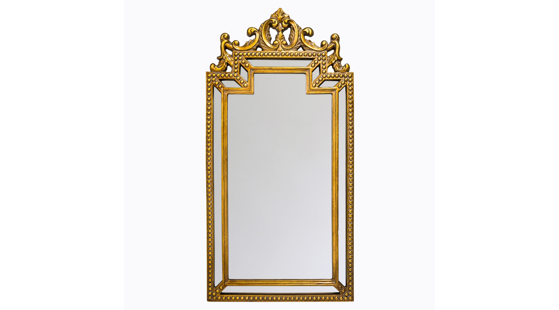 Настенное зеркало «Эммануэль»Настенные зеркала<br>Это зеркало в английском стиле убрано в богатую двойную раму с витиеватой короной наверху. Еще одно оригинальное украшение – объемные «шляпки» по внешнему контуру багета. Обрамление изготовлено из ультрапрочного мебельного полиуретана и тонировано в золотой цвет. Зеркальная поверхность с покрытием из серебряной амальгамы имеет 5 мм в толщину и отражает объекты без малейших искажений. Вес изделия равен 7 кг.<br><br>Material: Полиуретан<br>Width см: 56,2<br>Depth см: 4<br>Height см: 112
