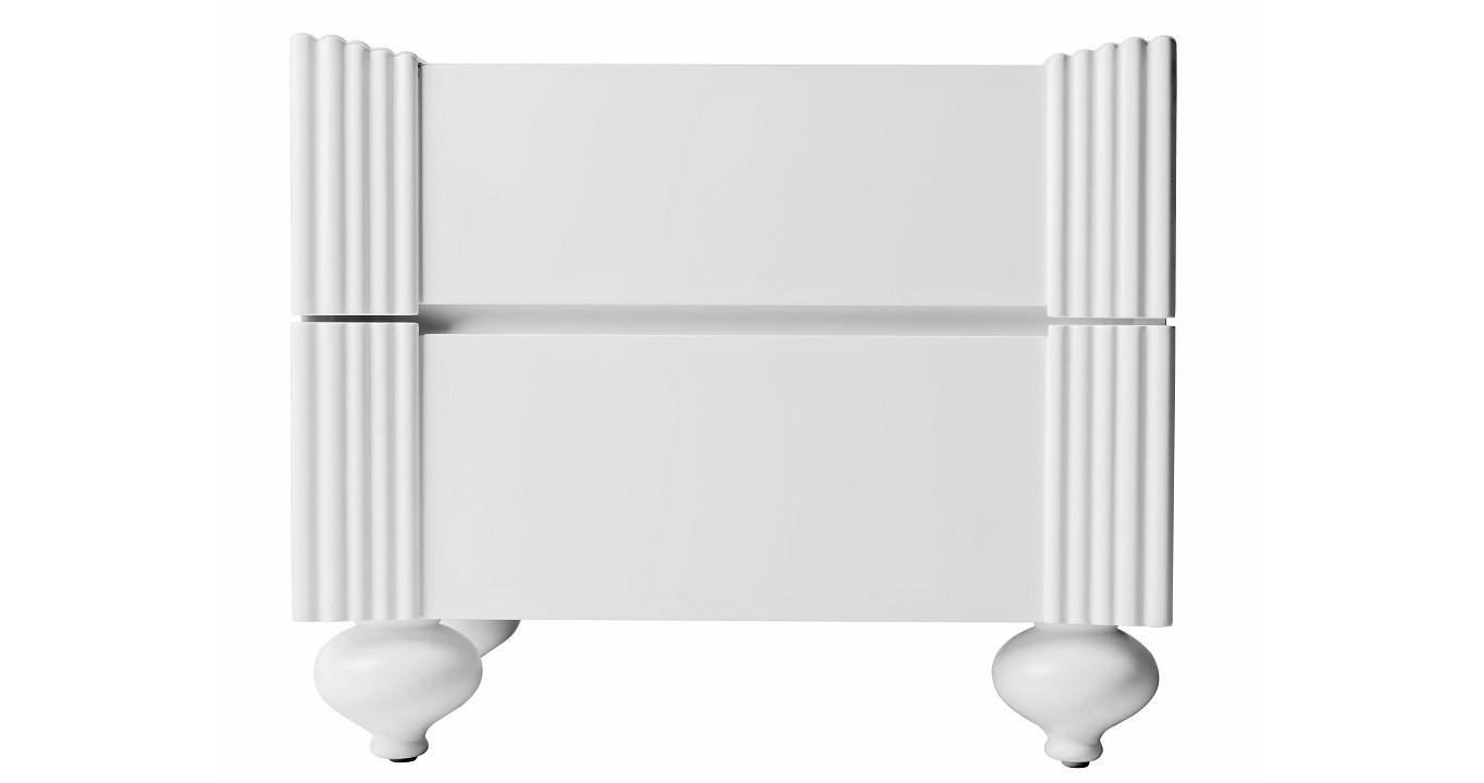 Тумба RiminiПрикроватные тумбы<br>Прикроватная тумба в стиле американская буржуазность оригинальной формы перевернутой римской колонны. Модель выполнена из натурального дерева, покрытого белым матовым лаком. Особого внимания заслуживают забавные круглые ножки.<br><br>Material: Дерево<br>Length см: 60<br>Width см: 42<br>Height см: 50