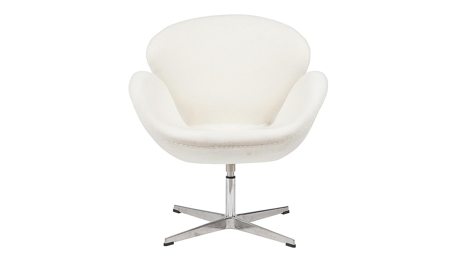 Кресло Swan ChairИнтерьерные кресла<br>Кресло &amp;quot;Swan Chair&amp;quot; в классическом белом цвете -настоящая легенда скандинавского дизайна. Спинка и подлокотники эргономично оформлены в виде обтекаемых лепестков, символизирующих пластику и грацию. Когда-то Арне Якобсен проектировал это кресло для фойе отеля, после чего оно&amp;amp;nbsp;превратилось&amp;amp;nbsp;в икону стиля, перебравшись из общественных интерьеров в жилые пространства.<br><br>Material: Кашемир<br>Width см: 70<br>Depth см: 71<br>Height см: 78