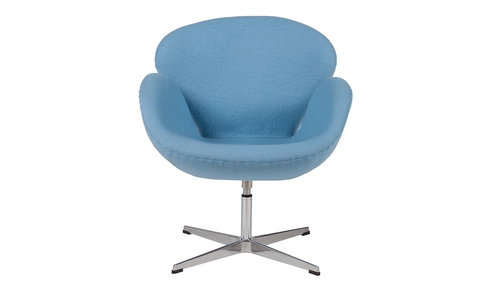 Кресло Swan ChairИнтерьерные кресла<br>Знаменитое кресло от датского дизайнера Арне Якобсена получило мировое признание, превратившись в икону стиля. Создавая его, разработчики стремились передать скульптурные мотивы, многократно перекраивая размеры и формы предмета. Бренд DG Home добавил легенде больше домашнего уюта, облачив образ в&amp;amp;nbsp;&amp;lt;span style=&amp;quot;line-height: 24.9999px;&amp;quot;&amp;gt;небесно-голубую&amp;lt;/span&amp;gt;&amp;amp;nbsp;обивку из натуральной шерсти.<br><br>Material: Шерсть<br>Width см: 70<br>Depth см: 71<br>Height см: 78