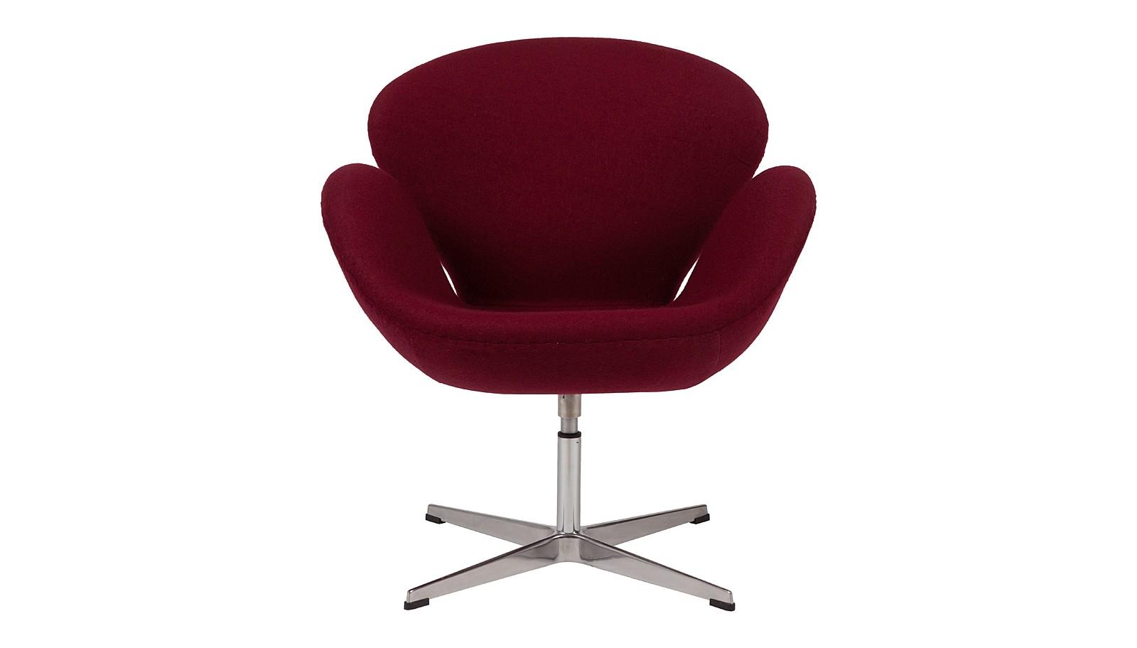 Кресло Swan ChairИнтерьерные кресла<br>&amp;lt;span style=&amp;quot;line-height: 24.9999px;&amp;quot;&amp;gt;Эргономичное &amp;quot;Swan Chair&amp;quot; за свою историю стало иконой стиля. Изначально оно было разработано для общественного интерьера, но, быстро завоевав симпатии ценителей креативной мебели, перекочевало в жилые пространства. Шерстяная обивка винного оттенка, крутящееся основание и плавные линии — в таком кресле можно незаметно провести весь вечер.&amp;lt;/span&amp;gt;<br><br>Material: Шерсть<br>Width см: 70<br>Depth см: 71<br>Height см: 78
