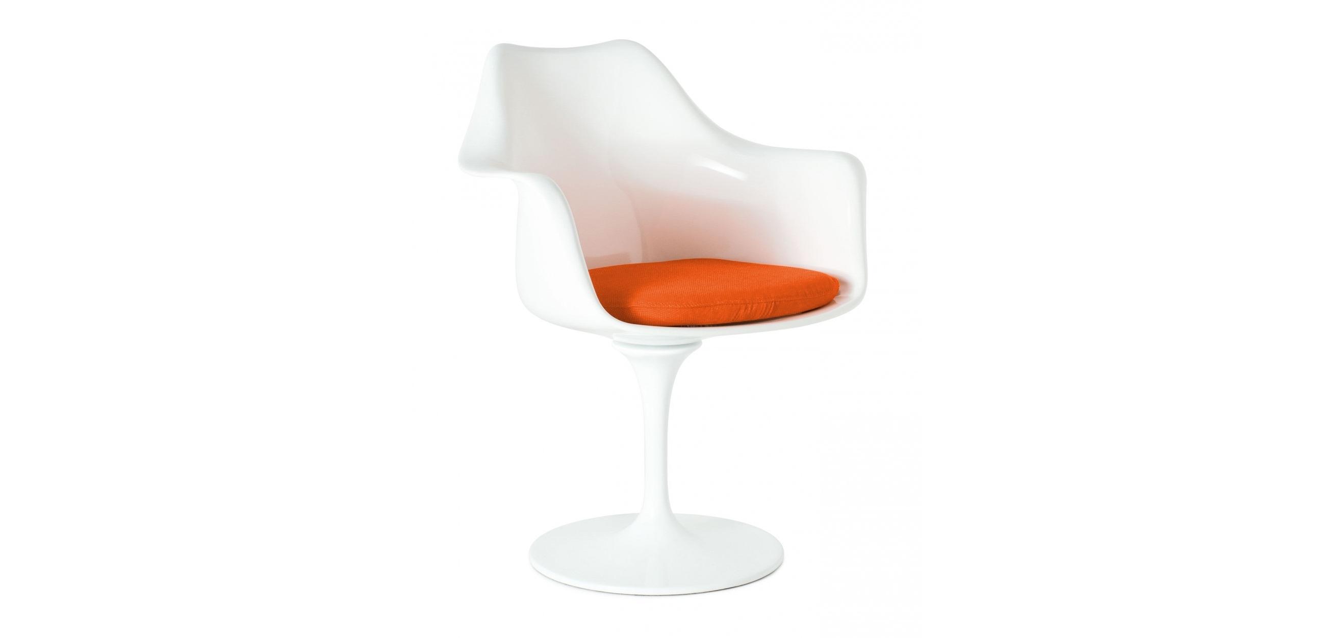 Кресло Tulip ArrmchairИнтерьерные кресла<br>Кресло Tulip (Тюльпан) &amp;amp;nbsp;придумал гуру дизайна Ээро Сааринен (Eero Saarinen) еще в 1956 году. Предлагалось использовать его как приставное – к обеденному столу. Но очень скоро стильная вещица украсила эфиры телешоу Star Trek в Америке, а следом – самые модные интерьеры всех стран и континентов. «Цветочная» хрупкость – лишь видимость. Внутри конструкции – ножка из литого алюминия, способная выдержать космические нагрузки, а уж тем более вес человека. Сиденье плавных скругленных форм изготовлено из прочнейшего пластика, в нем – мягкая подушка из текстиля.<br><br>Material: Пластик<br>Length см: None<br>Width см: 48<br>Depth см: 58<br>Height см: 81