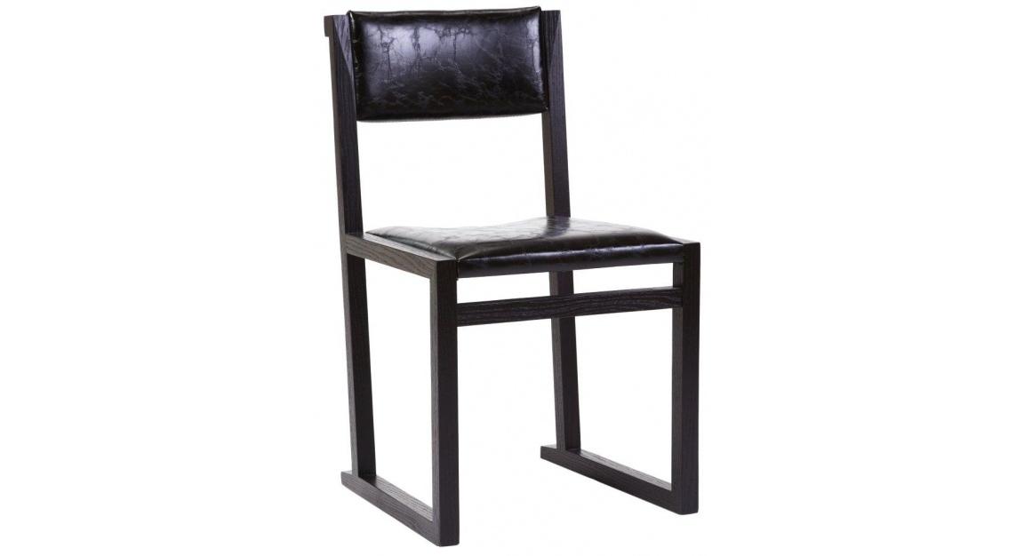 Стул GeorgeОбеденные стулья<br>&amp;lt;p class=&amp;quot;MsoNormal&amp;quot;&amp;gt;На похожих стульях когда-то сидели за партами в школе. У<br>кого-то это вызовет ностальгию, у кого-то – желание потрудиться. В любом случае<br>такой предмет мебели будет очень кстати в домашнем кабинете. Или в гостиной и<br>столовой, оформленных в скандинавском стиле, духе минимализма или эклектики.<br>Каркас сработан из натуральной древесины, а обивкой сиденья и спинки служит глянцевая<br>экокожа с характерными трещинками.&amp;lt;o:p&amp;gt;&amp;lt;/o:p&amp;gt;&amp;lt;/p&amp;gt;<br><br>Material: Кожа<br>Width см: 47<br>Depth см: /51<br>Height см: 82