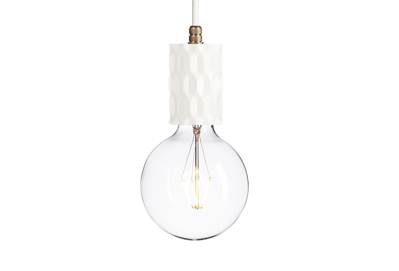 Подвесной светильник Beton GlitterПодвесные светильники<br>&amp;lt;div&amp;gt;Beton Glitter – уникальная вещь, сочетающая в себе грубоватую отделку и легкий силуэт. Светильник выполнен из белого цемента и смотрится очень контрастно. &amp;quot;Ажурная&amp;quot; отделка бетонного основания призвана &amp;quot;смягчить&amp;quot; индустриальный лоск и придать облику воздушность. Цилиндрическая форма корпуса добавляет силуэту строгости. Модель от бренда Latitude дополнена длинным шнуром и латунной фурнитурой. &amp;amp;nbsp;&amp;lt;br&amp;gt;&amp;lt;/div&amp;gt;&amp;lt;div&amp;gt;&amp;lt;br&amp;gt;&amp;lt;/div&amp;gt;&amp;lt;div&amp;gt;Лампочка приобретается отдельно. Цоколь Е27, максимальная мощность лампочки - 60 W, длина шнура - 3 м.&amp;lt;/div&amp;gt;<br><br>Material: Камень<br>Height см: 10,5<br>Diameter см: 5,5