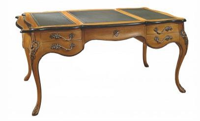 Бюро Louis XVПисьменные столы<br>&amp;quot;Louis XV&amp;quot; ? превосходное дополнение для рабочего кабинета того, кто ценит безвременную элегантность и истинную роскошь. Этот стол выполнен в стиле мебели эпохи правления Людовика&amp;amp;nbsp;&amp;lt;span style=&amp;quot;line-height: 20px;&amp;quot;&amp;gt;XV. Именно поэтому его характеризует противоречивый облик, создавшийся на стыке нескольких дизайнов. Шик барокко утопает в изяществе рококо, порождая идеальную гармонию утонченных форм, скромной отделки и богатства некоторых элементов. В обрамлении благородной древесиной все это обретает величественный, но сдержанный шарм, идеальный как для шикарных, так и более скромных французских интерьеров.&amp;lt;/span&amp;gt;<br><br>Material: Дерево<br>Length см: 150<br>Depth см: 79<br>Height см: 91