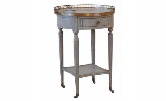 Столик прикроватный Bouillotte Louis XVIПрикроватные тумбы<br>Стиль Людовика XVI ? оформление, в котором рококо и барокко уступают место спокойной сдержанности. Этот дизайн положен в основу образа &amp;quot;Bouillotte Louis XVI&amp;quot;. Прикроватный столик сохраняет шарм и роскошь классических французских очертаний, которые в скромной отделке обретают особое очарование. Он станет лучшим дополнением для прованских интерьеров, где шик может спокойно уживаться с лаконичностью.<br><br>Material: Дерево<br>Ширина см: 51<br>Высота см: 71<br>Глубина см: 51