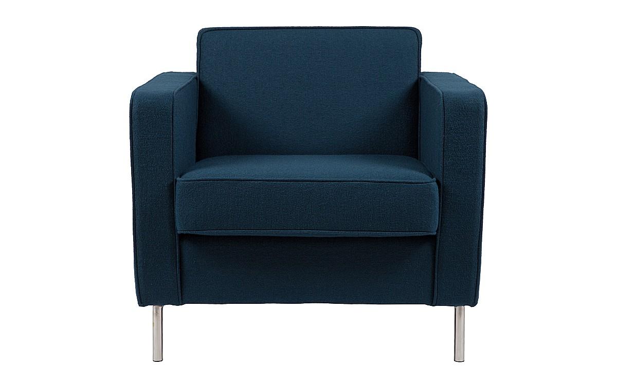 Кресло GeorgeИнтерьерные кресла<br>Классика слишком скучна для вас? Попробуйте разбавить ее нотой оригинальности, как это сделал в своем творении Антонио Читтерио. Известный дизайнер, вдохновляясь традиционными формами, смог придать им абсолютно новое воплощение. Сохранив присущую им сдержанность и безупречность пропорций, они обрели больше оригинальности. В оформлении кресла она выражена великолепием припыленного сапфирового цвета, экстравагантностью отполированных до блеска ножек и аскетичностью очертаний. Эти детали создают новое видение элегантности, выраженной в строгости лофта.<br><br>Material: Шерсть<br>Width см: 82<br>Depth см: 84<br>Height см: 77