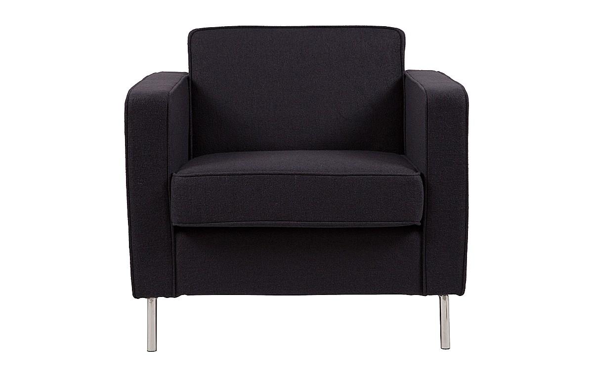 Кресло GeorgeИнтерьерные кресла<br>&amp;quot;George&amp;quot; ? дизайн, представляющий собой видение классики в свете промышленной эстетики. Кресло, созданное дизайнером Антонио Читтерио, является искусным смешением этих двух стилей. Элегантность первого проявляется в сдержанности геометрии, доведенной до совершенства. Лаконичность второго находит выражение в отделке ? обивка из темно-серого, почти черного текстиля в сочетании с блестящими ножками из металла выглядит контрастно и не нарушает аскетизм образа. В нетривиальности противоречивых тандемов кроется истинная красота этого оригинального кресла!<br><br>Material: Шерсть<br>Width см: 82<br>Depth см: 84<br>Height см: 77