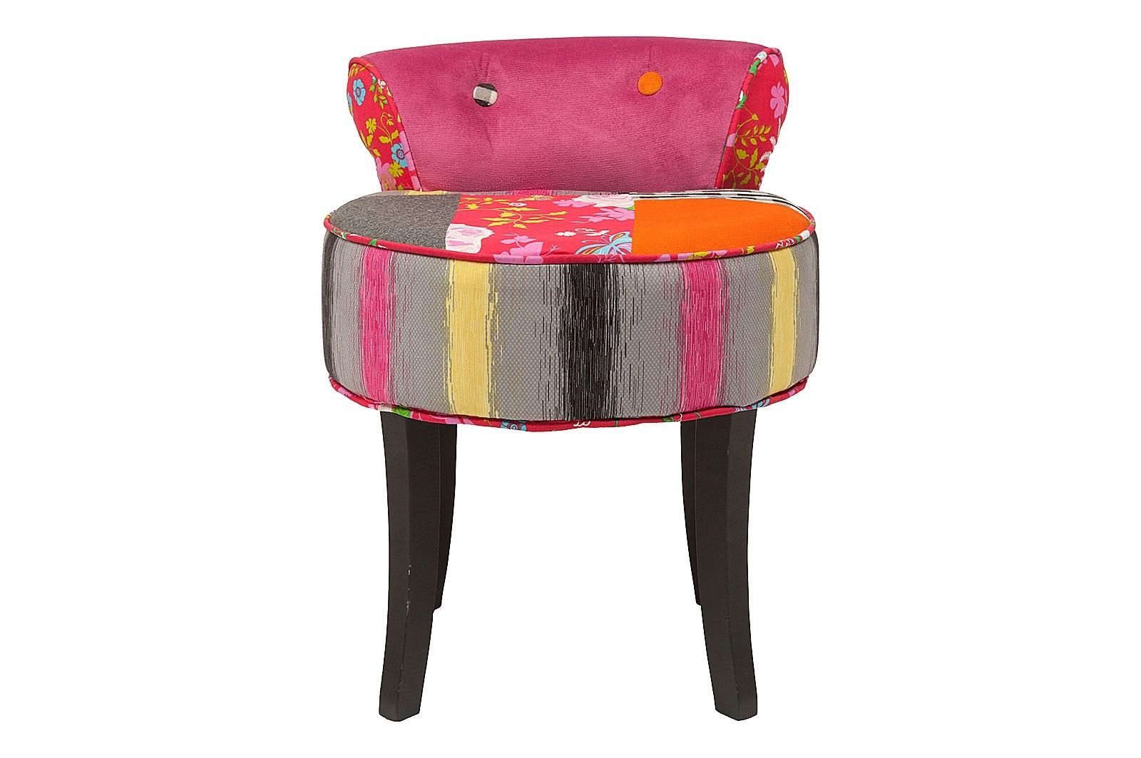 Стул FlorentiaОбеденные стулья<br>В силуэте стула &amp;quot;Florentia&amp;quot; узнается очарование стиля барокко. Оно воплощено в классических формах, которые благодаря уникальной отделке обретают совершенно иное воплощение. Чувственность и грация очертаний сменяются безудержным оптимизмом. Выраженный в сочетании ярких цветов, интересных фактур и потрясающих узоров, он добавляет облику стула притягательную лучезарность. Техника пэчворк, заставляющая гармонировать самые разномастные элементы, является главной изюминкой эклектичного оформления, идеального для интерьеров с уклоном в сторону поп-арта.<br><br>Material: Хлопок<br>Width см: 46<br>Depth см: 49<br>Height см: 58