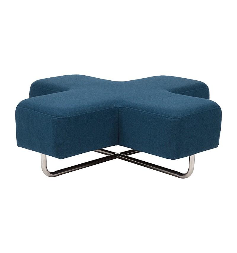 Пуф JaksФорменные пуфы<br>Пуф оригинальной формы отлично дополнит минималистичные и эклектичные интерьеры, тяготеющие к эстетике лофта. Нетривиальные пропорции, компенсирующиеся нейтральностью благородного синего оттенка, в брутальных и смелых пространствах будут смотреться превосходно. Мягкий крест, дополненный отполированными до блеска металлическими ножками, буквально парит в воздухе. Несомненно, этот &amp;quot;плюс&amp;quot; прибавит оформлению гостиной или лаунжа больше неординарности.<br><br>Material: Шерсть<br>Length см: 100<br>Width см: 100<br>Height см: 35