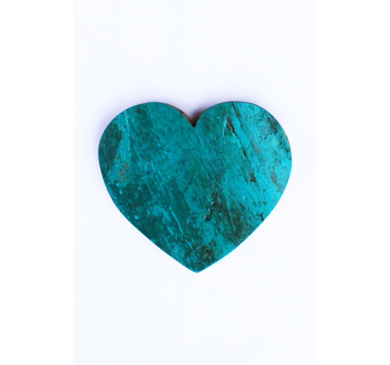 Сердце ЛюбовьДругое<br>Бирюзовое сердце из индонезийского тика – символ не только вашей любви к человеку, которому вы его подарите, но и бренда Like Lodka к природе. При изготовлении мебели и декора они не срубают живых деревьев, a дают вторую жизнь старым рыбацким лодкам. Это не только экологичный и стильный декор, это вещи с душой и историей.&amp;lt;div&amp;gt;&amp;lt;br&amp;gt;&amp;lt;/div&amp;gt;&amp;lt;div&amp;gt;Сердце выполненное из фрагмента настоящего рыболовецкого судна, возраст которого 20-50 лет.&amp;lt;/div&amp;gt;<br><br>Material: Тик<br>Length см: 13<br>Depth см: 2<br>Height см: 14