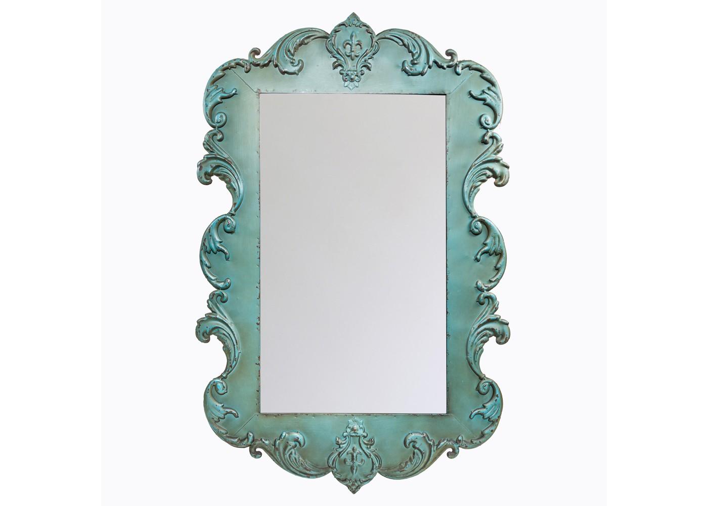 Настенное зеркало «Сезария»Настенные зеркала<br>Зеркало &amp;quot;Сезария&amp;quot; отразит Вас в свете привилегированного &amp;quot;колониального&amp;quot; стиля. Этот жанр всегда считался избранным с точки зрения дорогих материалов и их филигранной обработки. Зато его художественные детали совместимы с большинством мейджор-стилей, от дворцового классицизма до салонного &amp;quot;ар-деко&amp;quot;. Зеркало &amp;quot;Сезария&amp;quot; придаст интерьеру ноту этнической загадочности и богемного шика. <br>Зеркало &amp;quot;Сезария&amp;quot; уместно в гостиной и столовой, холле и прихожей, кабинете и спальне.<br>Ярко выраженный стиль превращает бытовой предмет в статное интерьерное украшение. <br>Зеркала, покрытые серебряной амальгамой, обладают идеально ровной поверхностью, не боятся влаги и ультрафиолетовых лучей, не подвержены коррозии.<br>Искусный эффект старения - не только дань моде, но и справедливый намек на исключительную долговечность. <br>Металлические рамы прочны и неприхотливы в уходе. Вы можете смело пользоваться чистящими средствами для зеркала, не опасаясь повредить раму.<br>Размер: 60?92,5?2,5 см<br><br>Material: Металл<br>Глубина см: 2