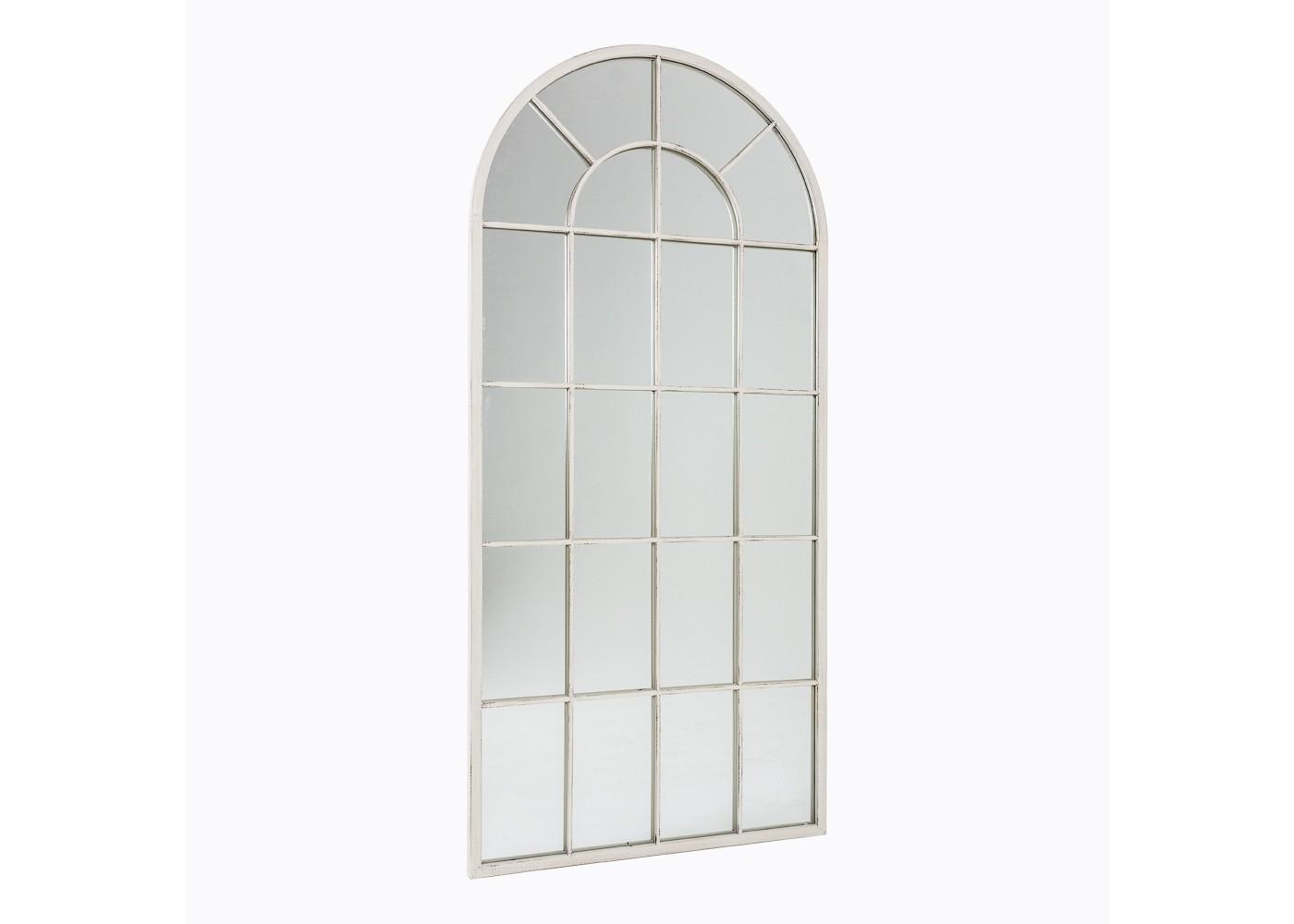 Настенное зеркало «Оранжери» (белый антик)Настенные зеркала<br>Арочные своды королевских дворцов, великолепие средневековой архитектуры и романтизм... Какие еще ассоциации вызовет у вас зеркало &amp;quot;Оранжери&amp;quot;? Этот декор-иллюзия позволит не только украсить, но и преобразить геометрию пространства. Большое зеркало, дополненное белоснежными металлическими прутьями, визуально расширит комнату и подарит ей больше света. В галерее, салоне или будуаре в стиле прованс это мечтательное, утонченное и величественное дополнение будет очень кстати.&amp;lt;div&amp;gt;&amp;lt;br&amp;gt;&amp;lt;/div&amp;gt;&amp;lt;div&amp;gt;Зеркало крепится к стене на два крючка на задней панелёи.&amp;lt;/div&amp;gt;&amp;lt;div&amp;gt;Размер: 140?65?4 см.&amp;lt;/div&amp;gt;&amp;lt;div&amp;gt;Вес: 12 кг.&amp;lt;/div&amp;gt;<br><br>Material: Металл<br>Width см: 65<br>Depth см: 4<br>Height см: 140