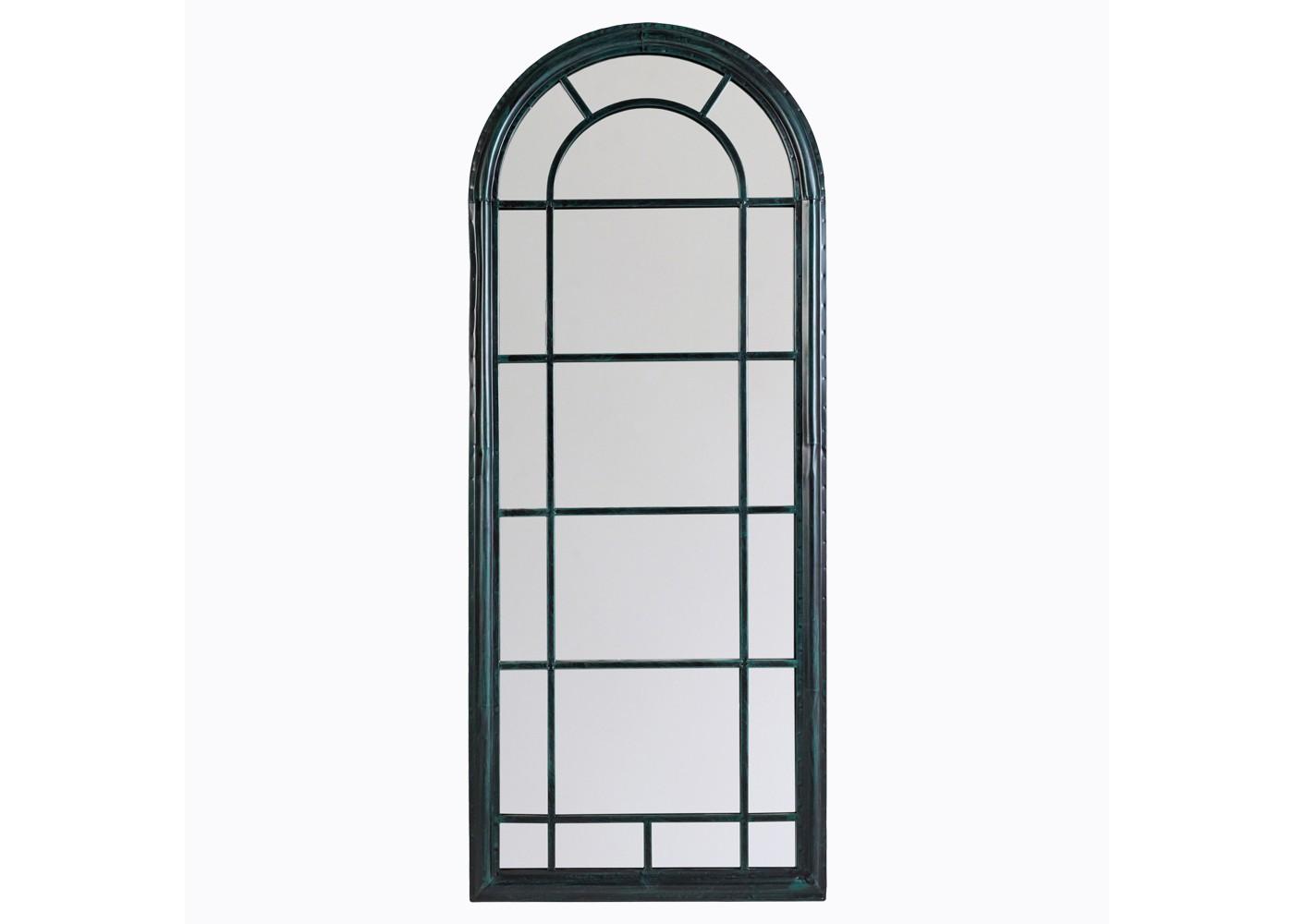 Настенное зеркало «Шайо» (черный антик)Настенные зеркала<br>&amp;quot;Шайо&amp;quot; ? восторженный комплимент романтизму классического дизайна. Зеркало, обладающее арочной формой, отличается идеальным балансом между практичностью, изыском и лаконичностью. Способное изменять не только оформление, но и архитектуру пространства, оно прекрасно впишется как в масштабные галереи, так и в миниатюрные будуары. Симметричная оправа из черного металла, в изысканности пропорций теряющая античную пышность и величественность, будет отменно гармонировать с поэтичными и аристократичными интерьерами.&amp;lt;div&amp;gt;&amp;lt;br&amp;gt;&amp;lt;/div&amp;gt;&amp;lt;div&amp;gt;Размер: 60?150?4 см.&amp;lt;/div&amp;gt;<br><br>Material: Металл