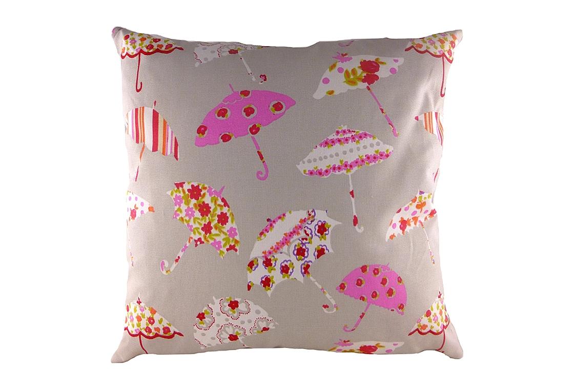 Подушка с принтом Brollies PinkКвадратные подушки и наволочки<br>Небольшая квадратная подушка, покрыта бежевой хлопковой тканью, декорирована разноцветными весёлыми зонтиками. Привет от Мэри Поппинс! Подушка может выступать в качестве обязательного предмета в спальной комнате или отлично дополнит детскую ребенка. Но и сама по себе такая подушка — замечательный подарок!<br><br>Material: Хлопок<br>Width см: 43<br>Depth см: 10<br>Height см: 43