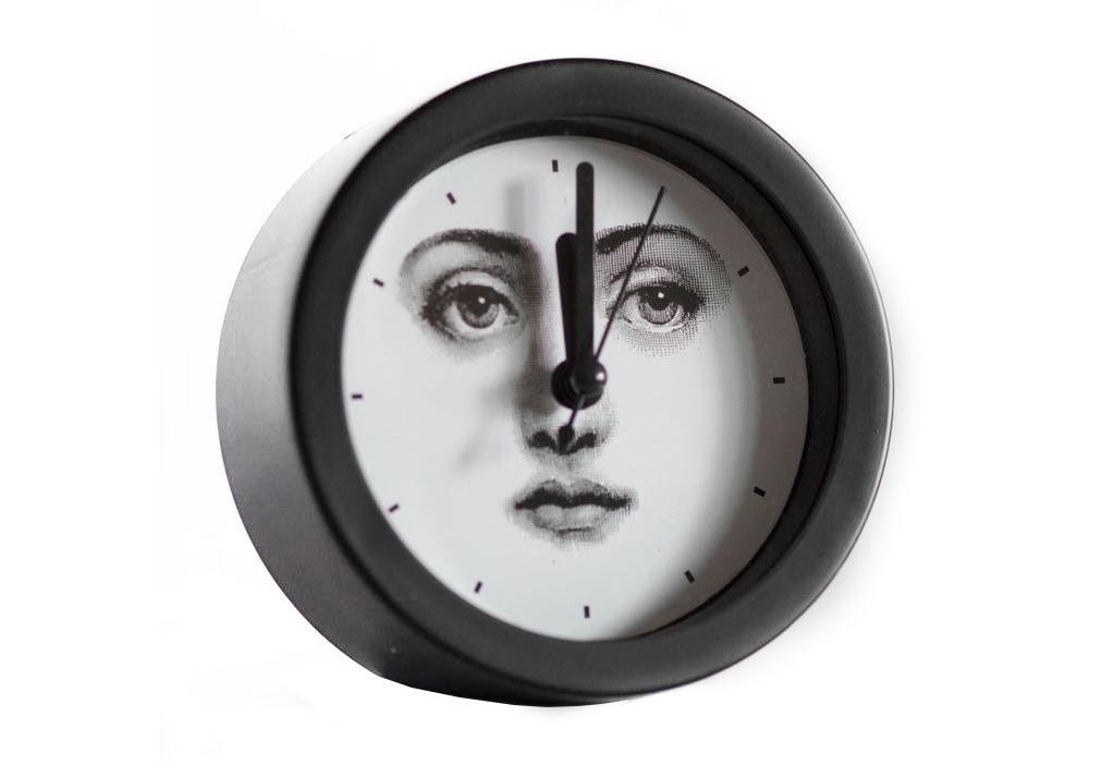 Будильник с портретом Лины Пьеро Форназетти SimplicityНастольные часы<br><br><br>Material: Пластик<br>Width см: None<br>Depth см: 4<br>Diameter см: 9.5