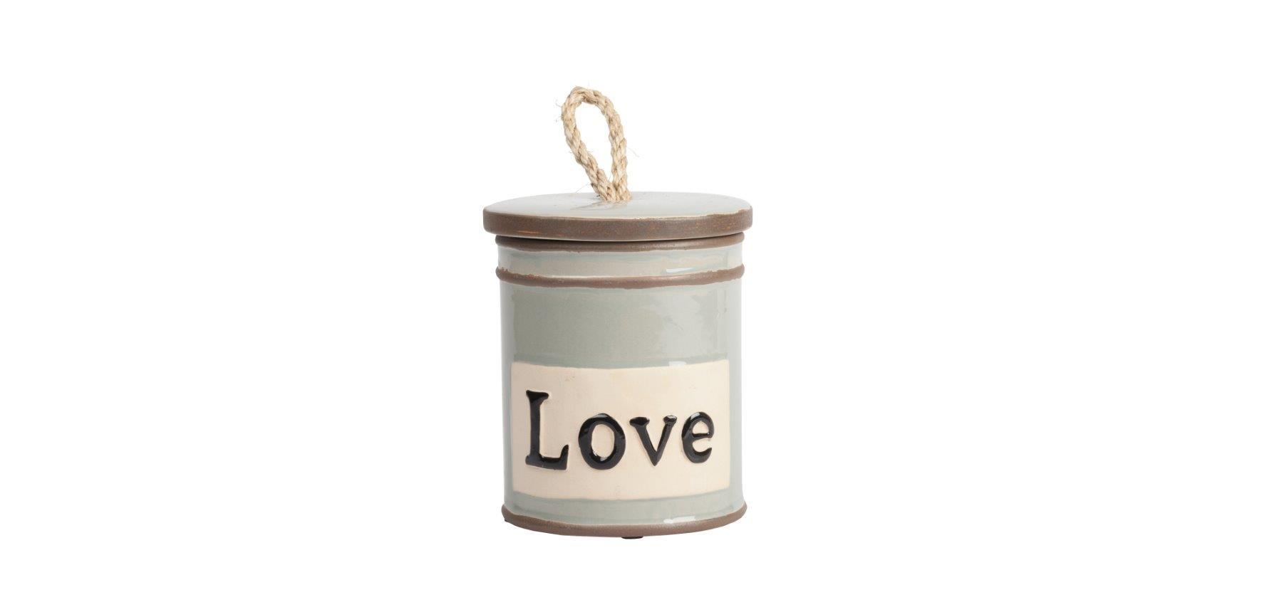 Емкость для хранения LoveЕмкости для хранения<br>Ёмкость для хранения Love — это оригинальный, современный и стильный предмет декорирования кухни, который непременно придется по вкусу каждой хозяйке. Банка имеет весьма простую форму, однако детали — надпись на поверхности Love (Любовь) и ручка на крышке из бечевки — придают особый шарм аксессуару. Ёмкость идеально подходит как для украшения помещения, так и для хранения сыпучих продуктов питания, специй и круп.<br><br>Material: Керамика<br>Height см: 15<br>Diameter см: 13