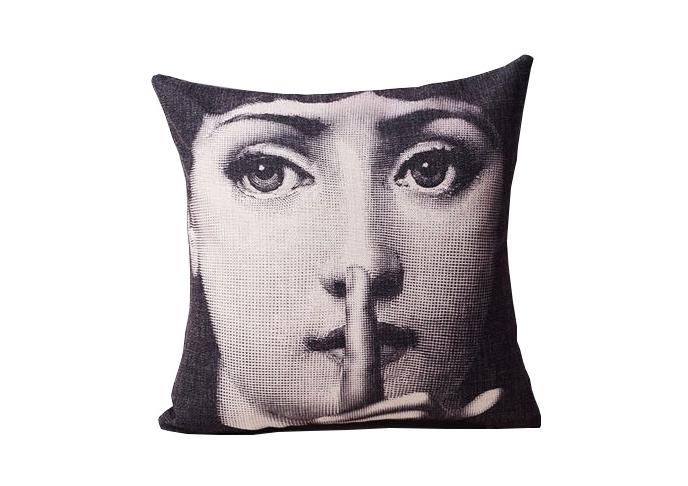 Подушка с портретом Лины Пьеро Форназетти SilenceКвадратные подушки и наволочки<br><br><br>Material: Лен<br>Width см: 45<br>Depth см: 15<br>Height см: 45