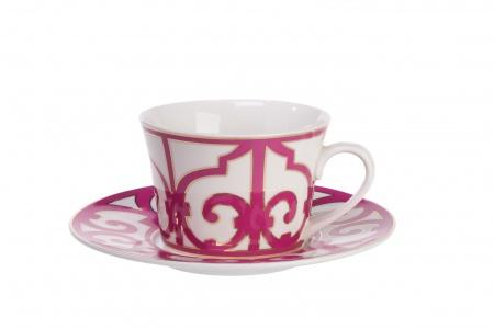 Чайная пара SiennaЧайные пары, чашки и кружки<br>Великолепная чайная пара коллекции «Sienna», выполнена из белоснежного костяного фарфора и украшена изысканным лиловым орнаментом в стиле модерн (moderne). Прозрачный и невесомый костяной фарфор славится способностью удерживать и сохранять тепло, позволяя вкусу и аромату напитка раскрыться во всей полноте. Удобная ручка и классическая форма чашки, а также изысканное цветовое решение позволят в полной мере насладиться церемонией чаепития.<br>Как и другие предметы серии, вы можете приобрести чайную пару отдельно, а также в составе сервиза.<br><br>Material: Фарфор<br>Height см: 6<br>Diameter см: 9