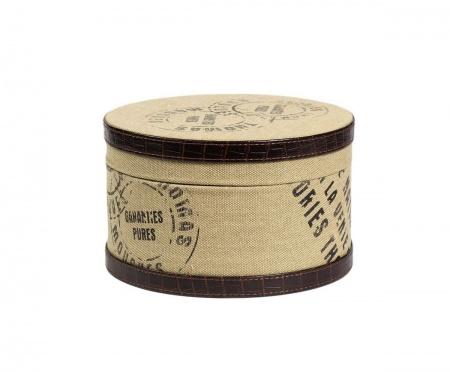 Круглая коробка для хранения Coterie PiccolaКоробки<br>Круглая коробка для хранения Coterie Piccola — изысканный и практичный элемент декора интерьера, оформленного в стиле «потертый шик». Несмотря на размеры, аксессуар достаточно вместительный благодаря высоким стенкам. В такой коробке вы можете хранить как мелкие безделушки или старинные фотографии, так и предметы одежды. Или же можно оставить предмет в качестве декора помещения. Составит удачную тройку с другими коробками этой же коллекции.<br><br>Material: МДФ<br>Height см: 15.5<br>Diameter см: 25