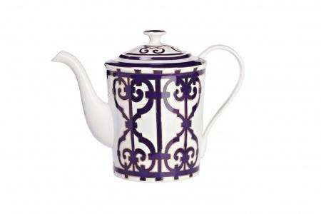 Чайник Violet DreamsЧайники<br>Красивый и удобный заварочный чайник из костяного фарфора серии «Violet Dreams» придется по вкусу любителям стильных, элегантных вещей. Украшенный оригинальным орнаментом из причудливо переплетенных линий, он напоминает о традициях светского английского чаепития с накрахмаленными скатертями, элегантными нарядами и дорогим английским фарфором. <br>Вы можете приобрести его отдельно,  а также вместе с другими предметами серии «Violet Dreams».<br><br>Material: Фарфор<br>Length см: 24<br>Width см: 14<br>Height см: 18
