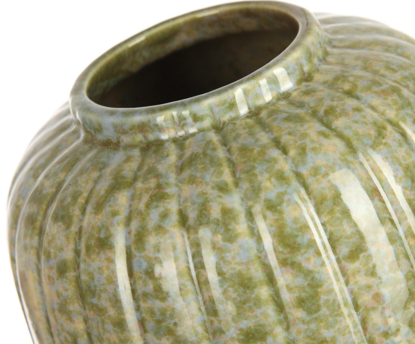 Ваза декоративнаяВазы<br>Эта ваза от Farol по форме напоминает гигантский бутон с плотно сжатыми лепестками. Благодаря зеленоватому оттенку и неоднородной окраске она выглядит старинным замшелым сосудом. Ваза прекрасно дополнит интерьер в экологичном стиле, особенно учитывая, что керамика – натуральный, природный материал.<br><br>Material: Керамика<br>Высота см: 40