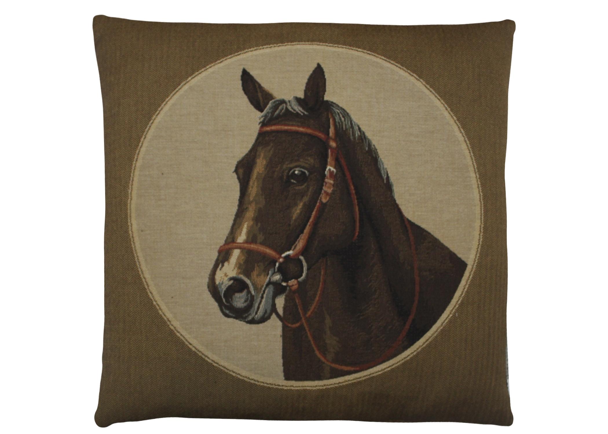 ПодушкаКвадратные подушки<br>Интерьерная подушка с изображением лошади – подходящее украшение для интерьера в классическом британском стиле или другом, немного брутальном, имитирующем атмосферу охотничьего домика в лесу. Для еще большей аутентичности – сдержанная цветовая гамма и рисунок-гобелен.<br><br>Material: Текстиль<br>Length см: None<br>Width см: 45<br>Height см: 45