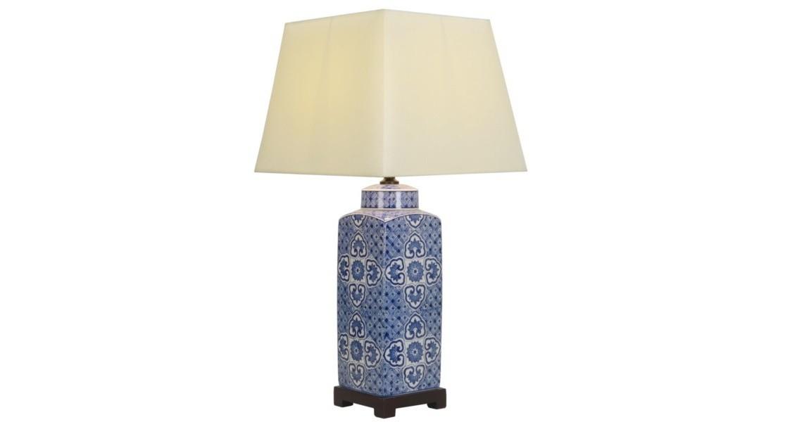 Настольная лампаДекоративные лампы<br>E27/50W/220-240V<br><br>Material: Керамика<br>Height см: 77<br>Diameter см: 36