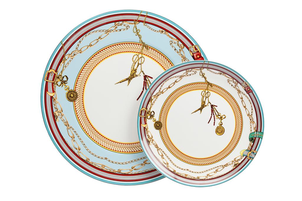 Комплект тарелок VelucheТарелки<br>Скол , не комплект<br><br>Material: Фарфор<br>Depth см: 1<br>Diameter см: 30,5